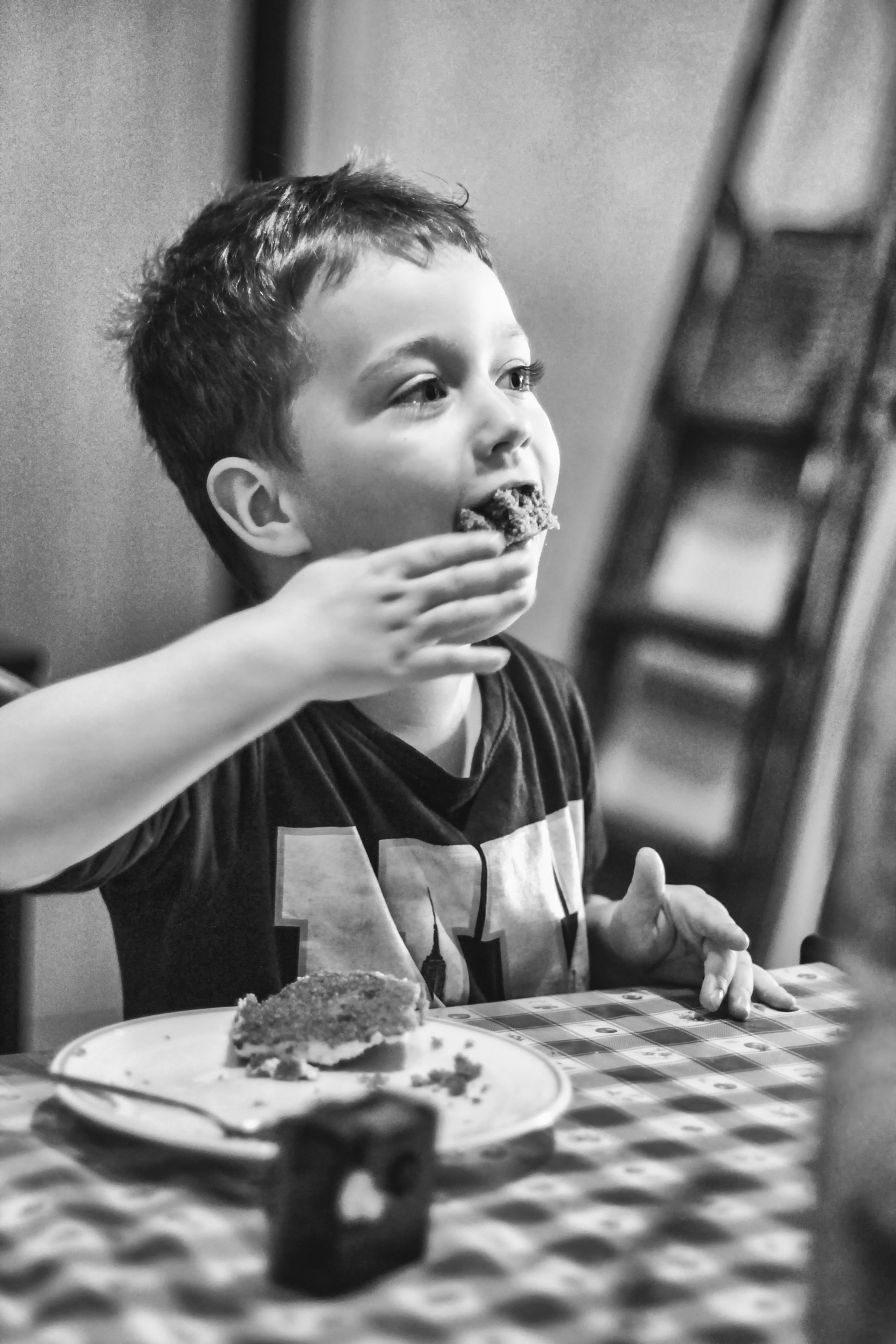 Photo in Black and White #boy #eat #cake #back and white
