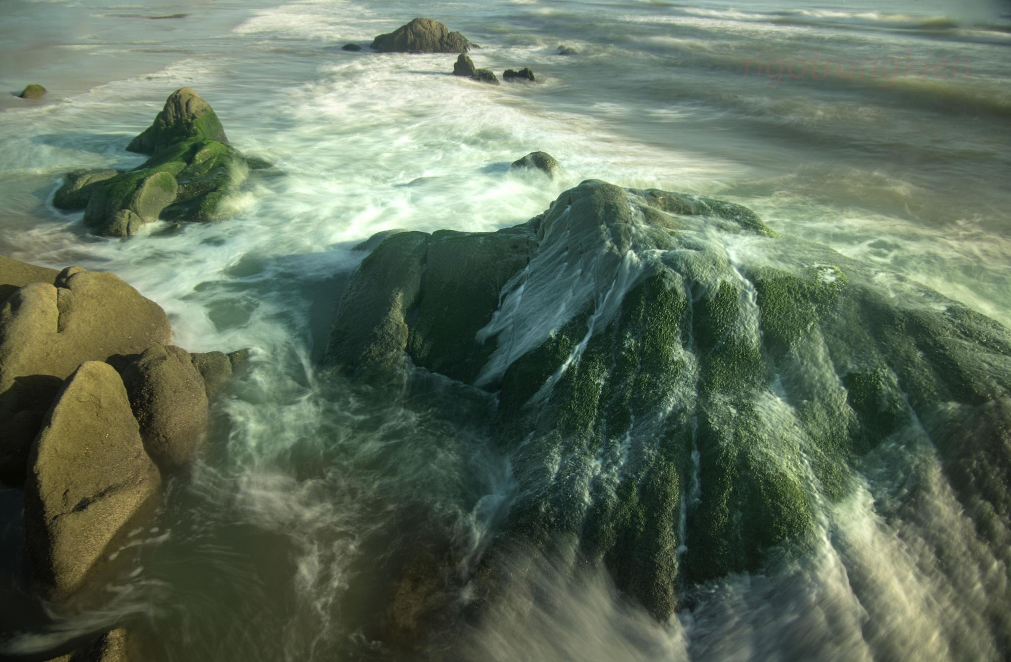 rock on the sea by kienngotrung18