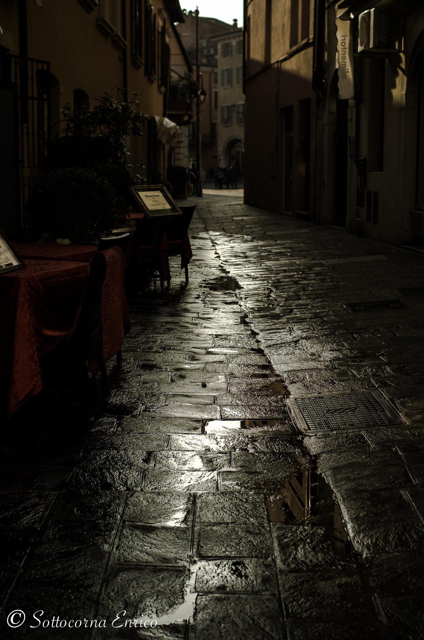 ...il vicolo.. by enricosottocorna