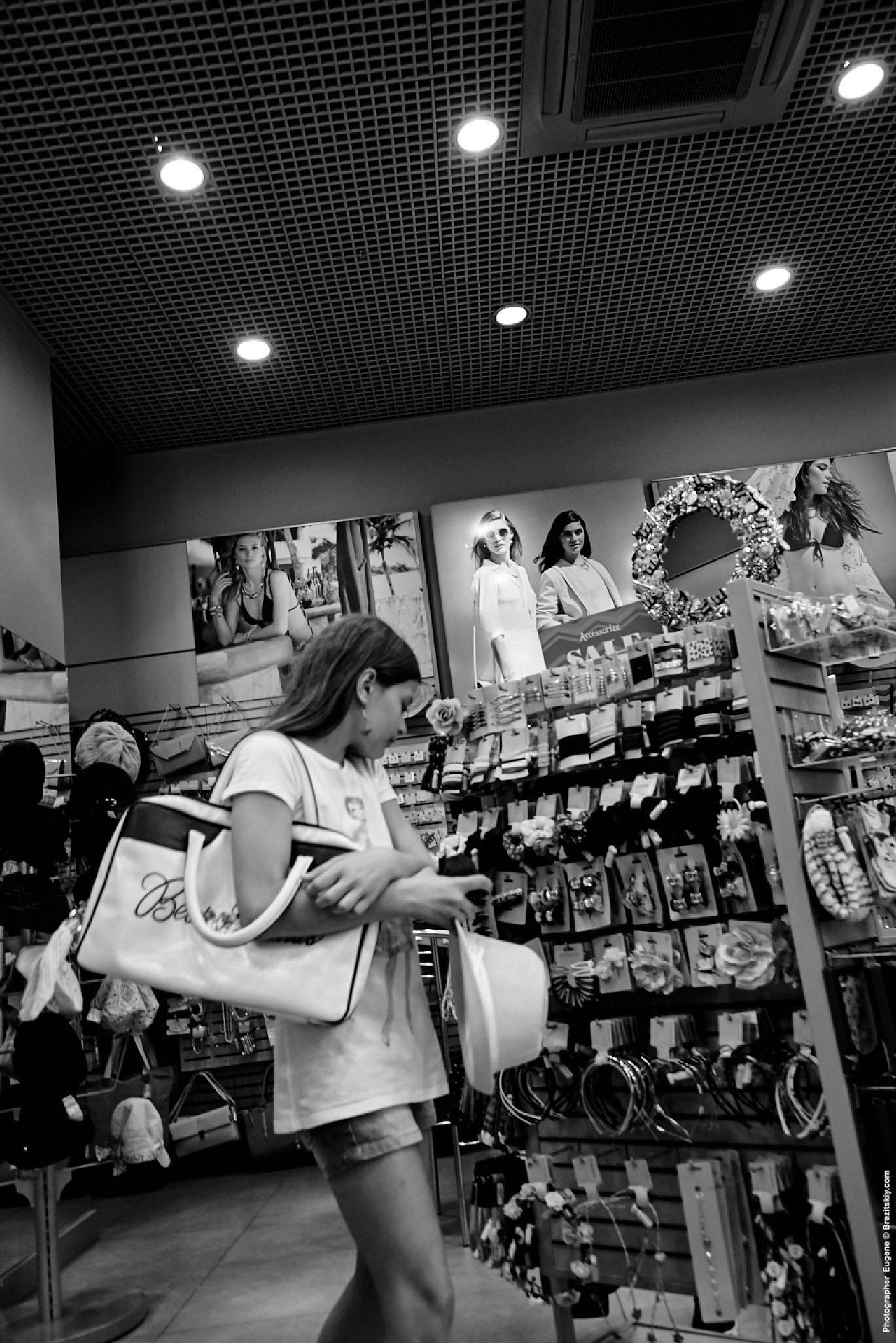 Shoping by Eugene Brez