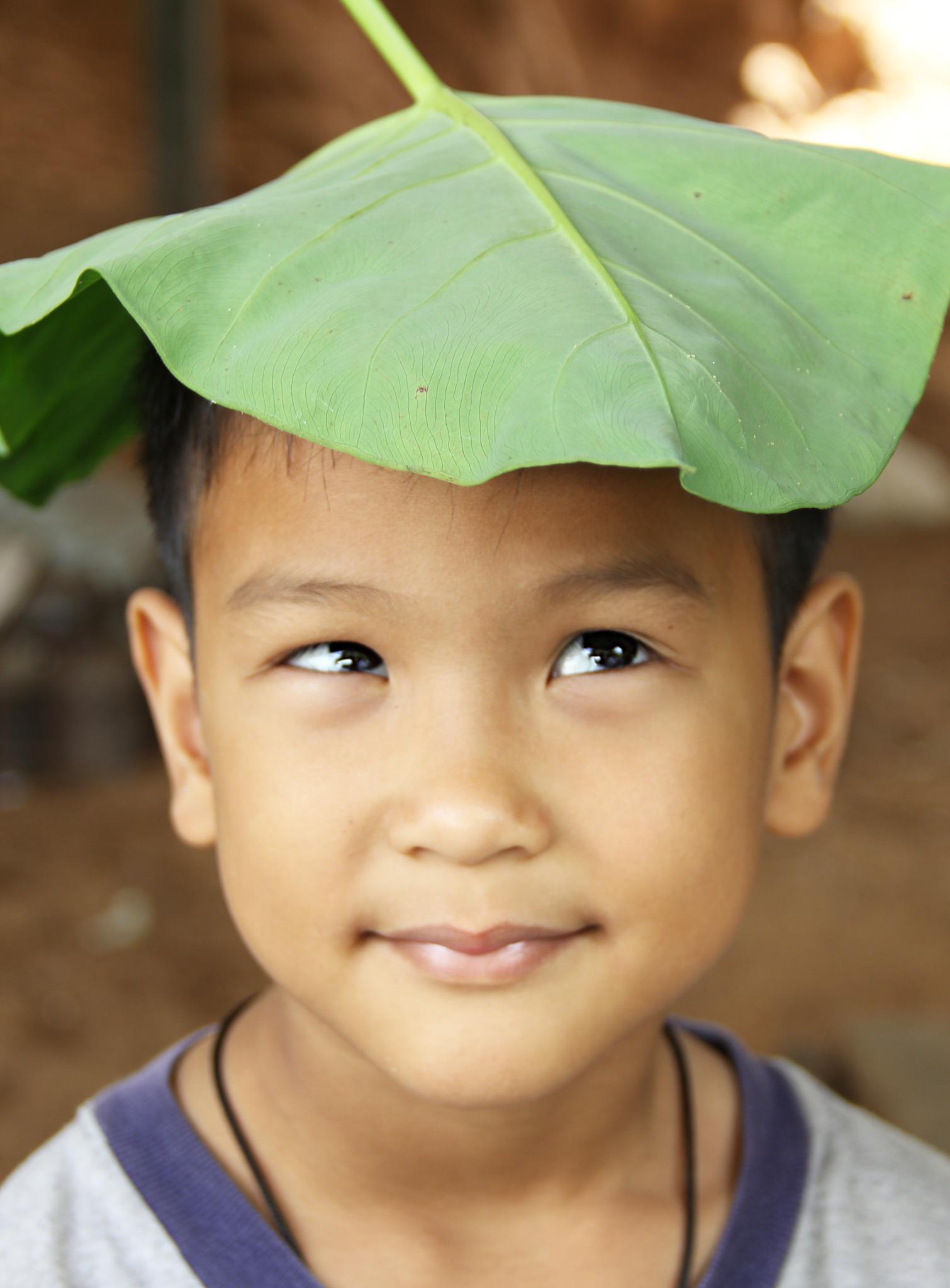 A boy and a lotus leaf by esancai