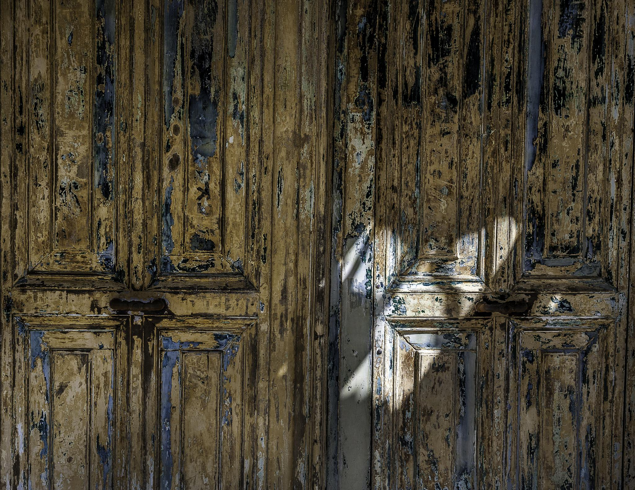 Wooden door by fotoclaesjohn