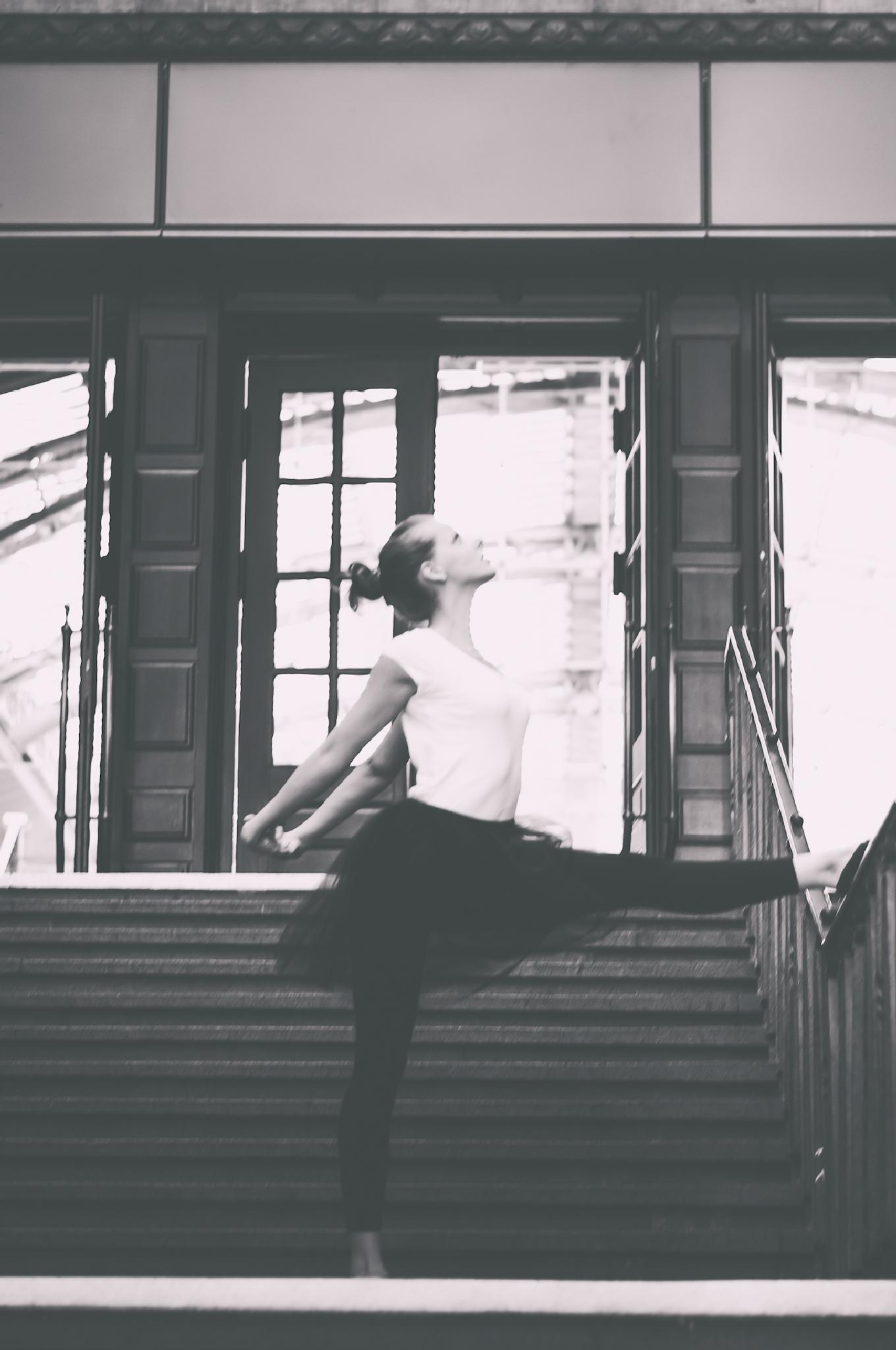 Balletttänzerin by MaskenBildner