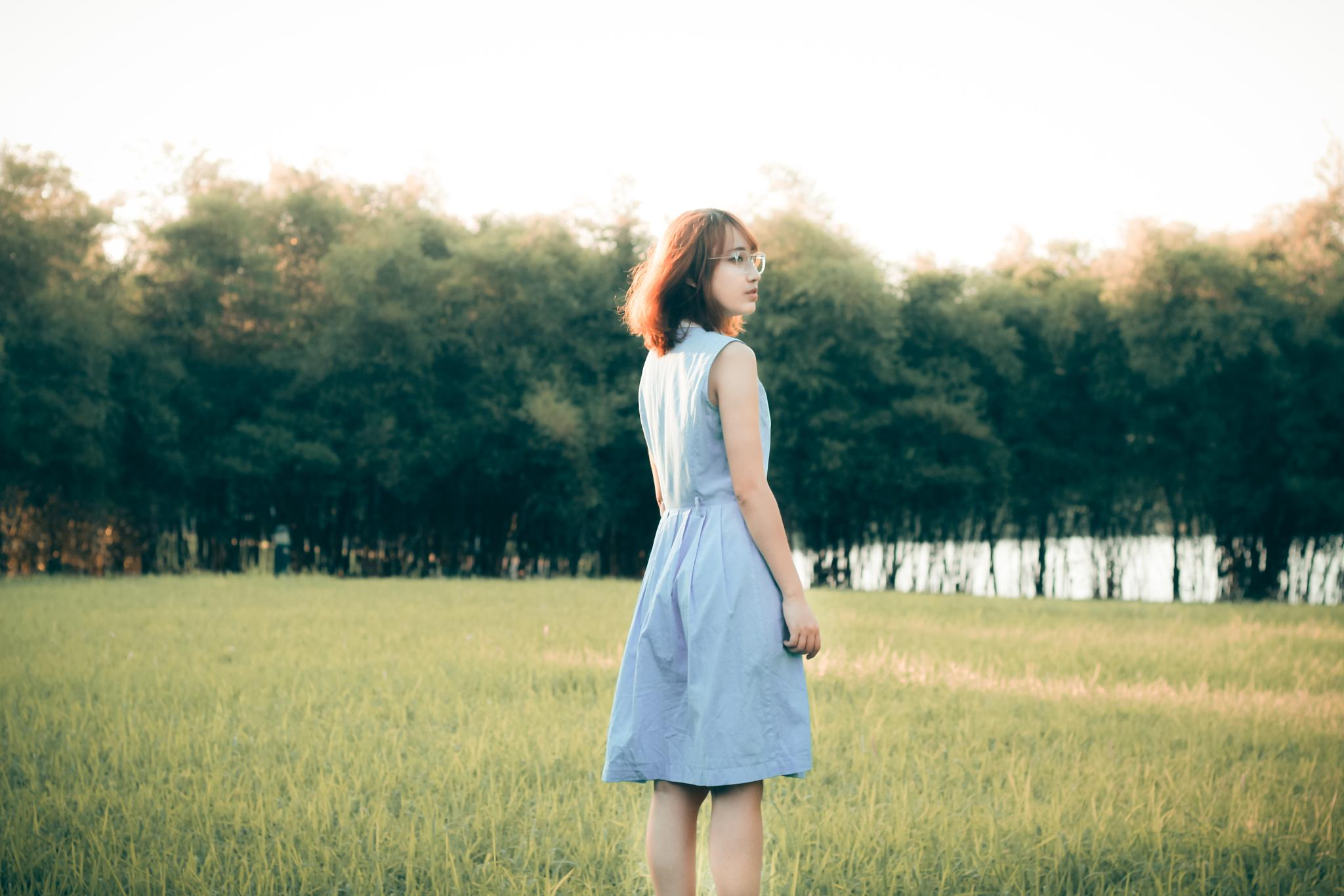 Lonely girl by robekhoi