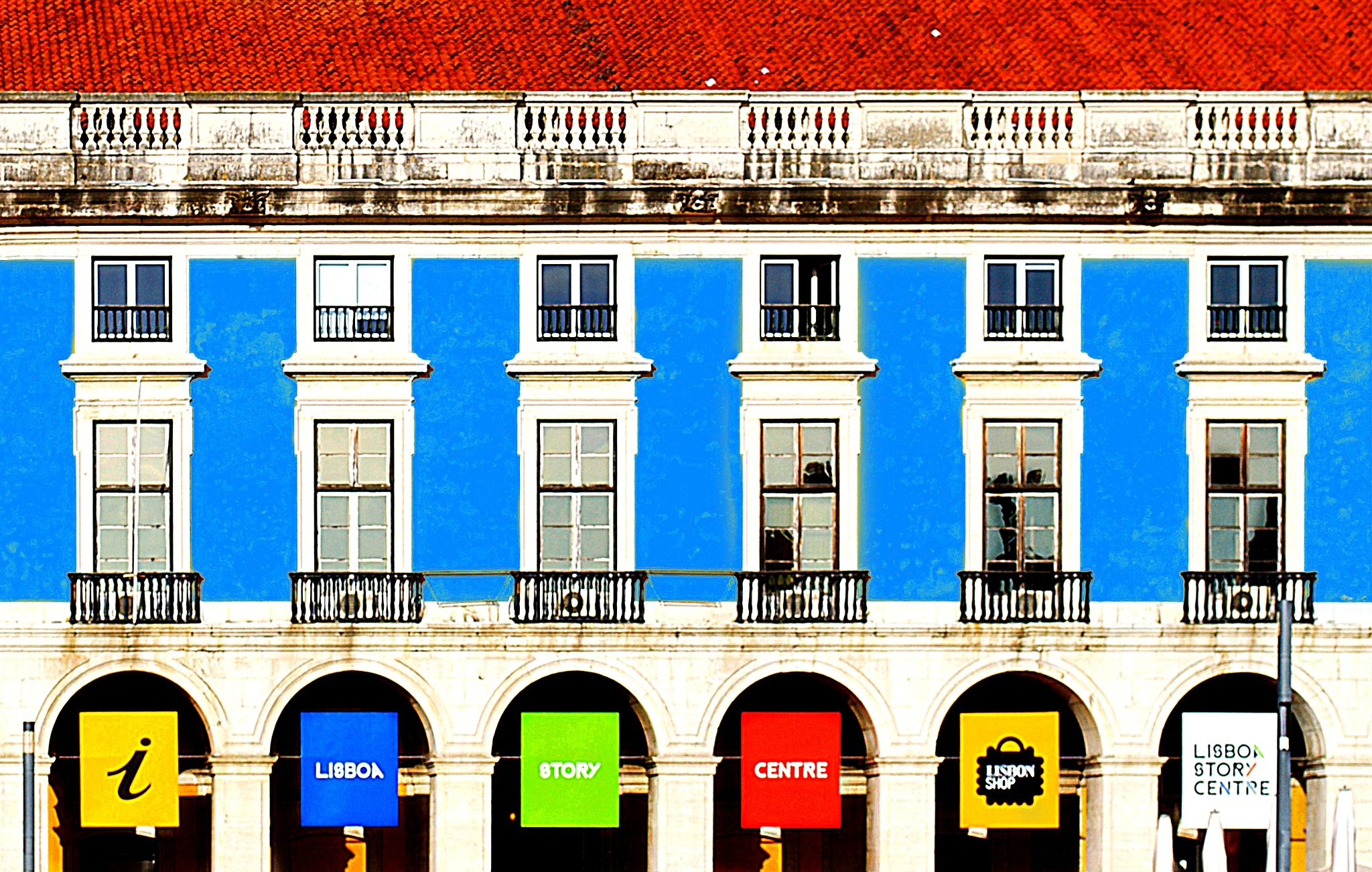 Lisbon's facade by DanyParodi