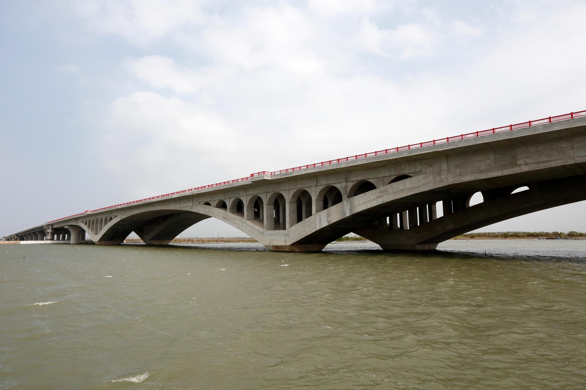 NEW HIGHWAY BRIDGE by chaoyang chan