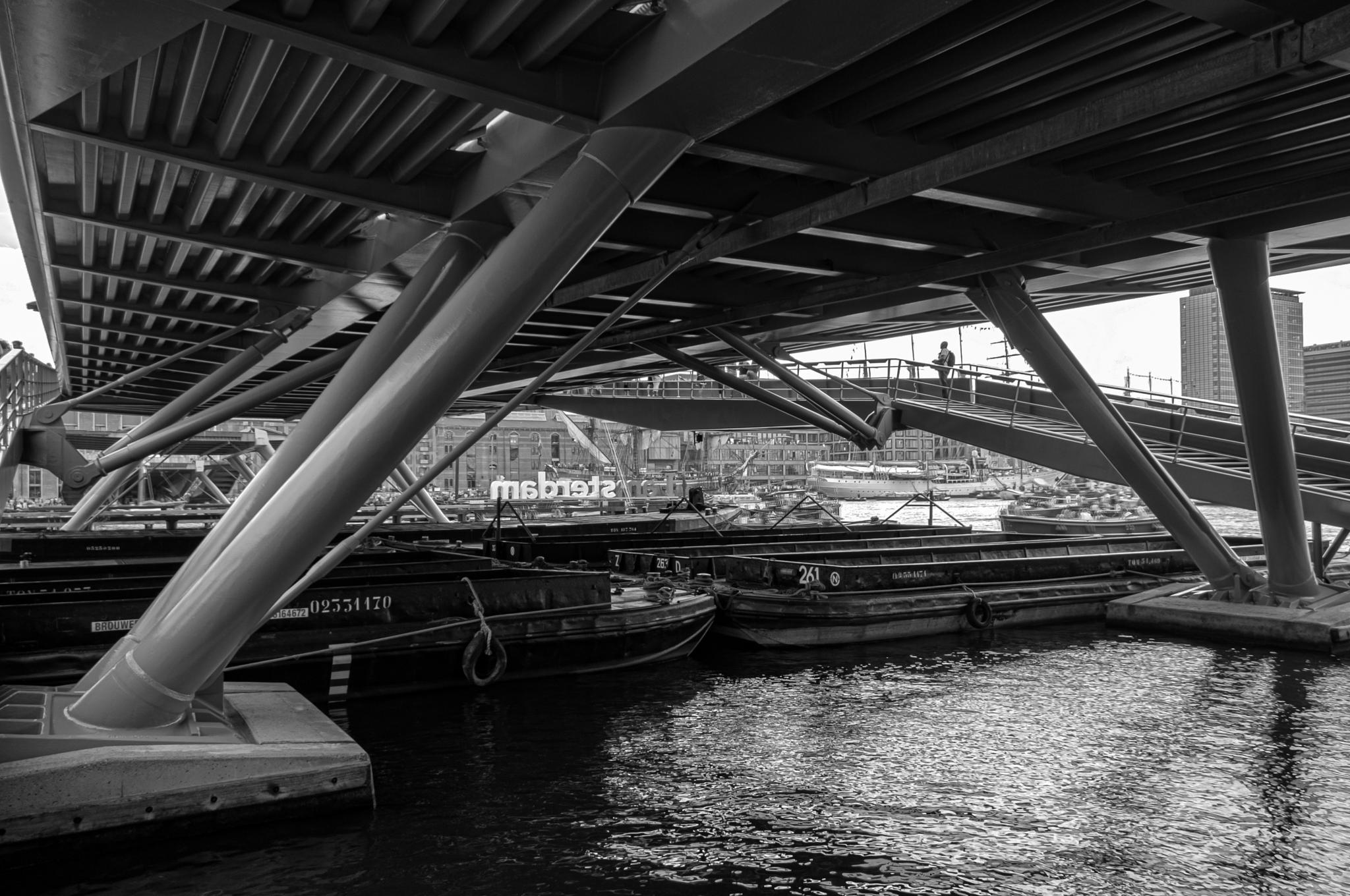 Under the bridge by Vogala