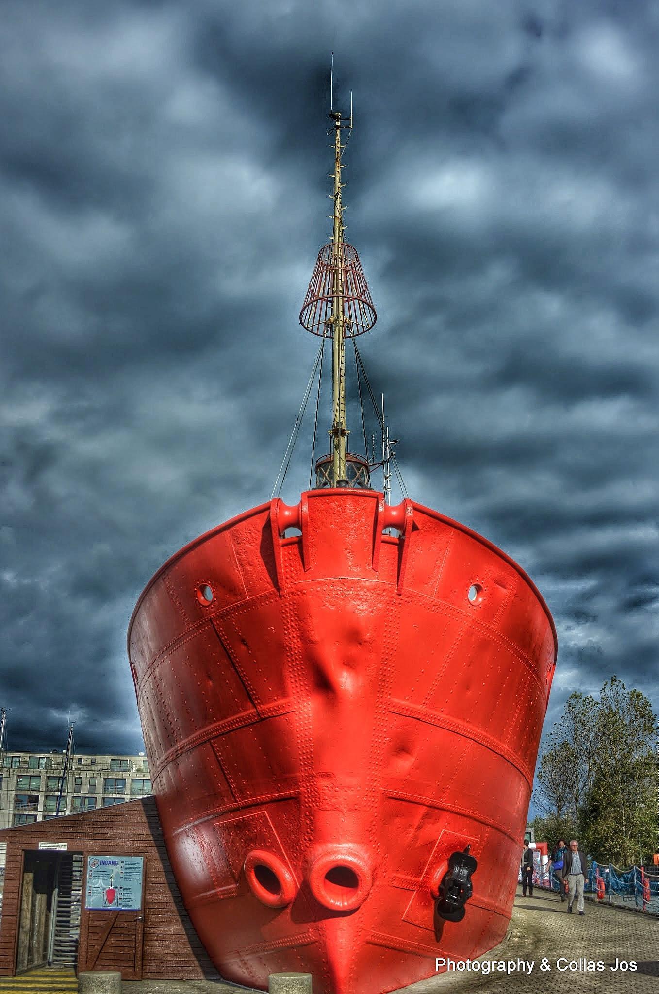 voorsteven van de vuurtorenboot op rust by collasjos