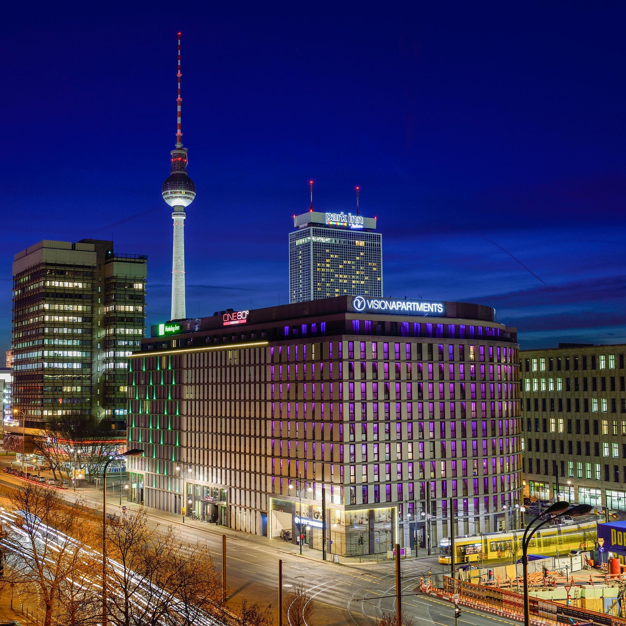 Berlin Fernsehturm by simplementeunafoto