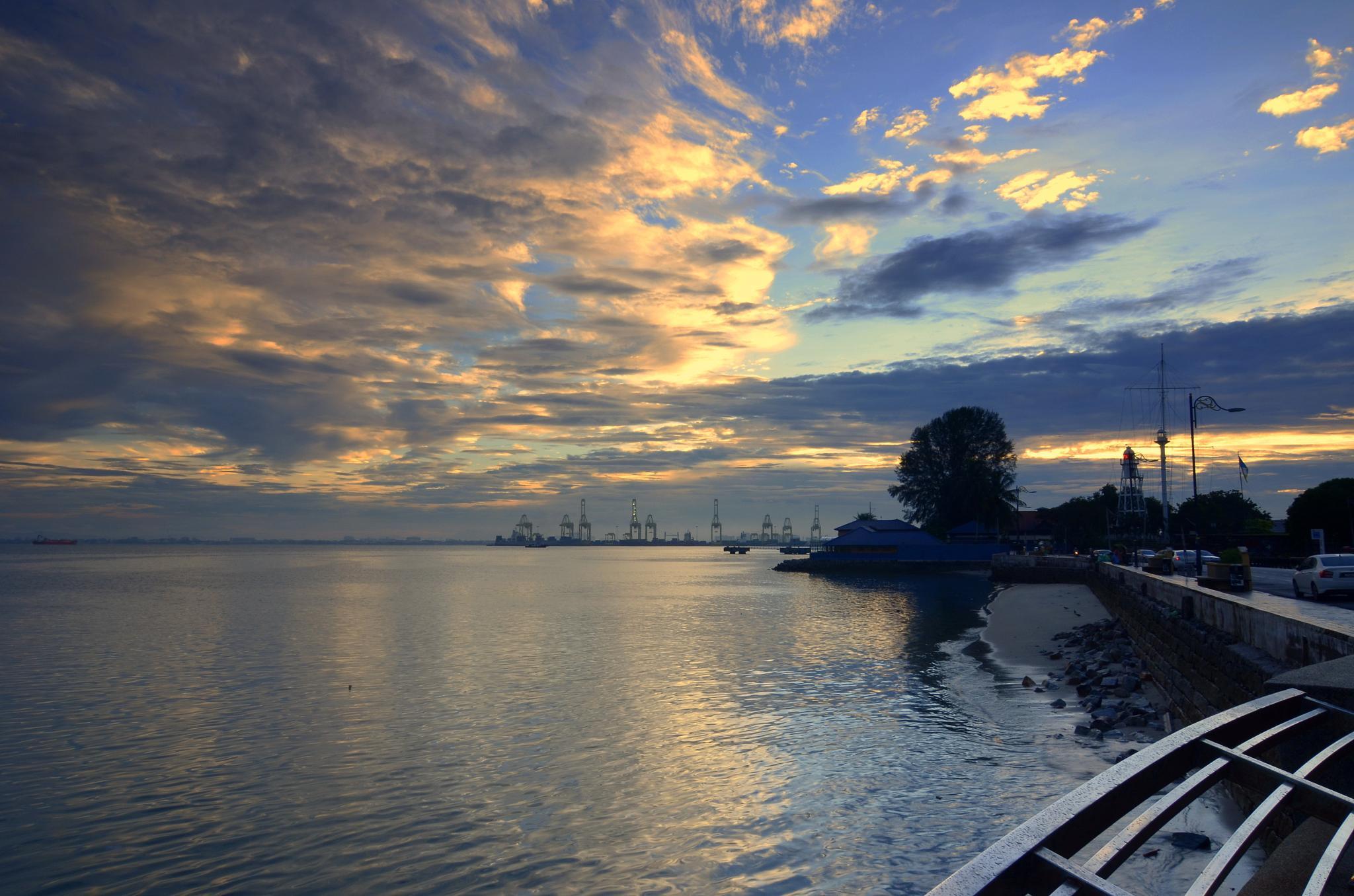 Sunrise at Esplanade. by davidngsh