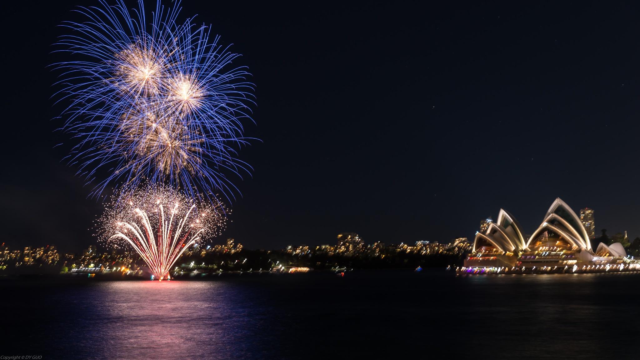 Fireworks at Sydney Harbor by David Guo