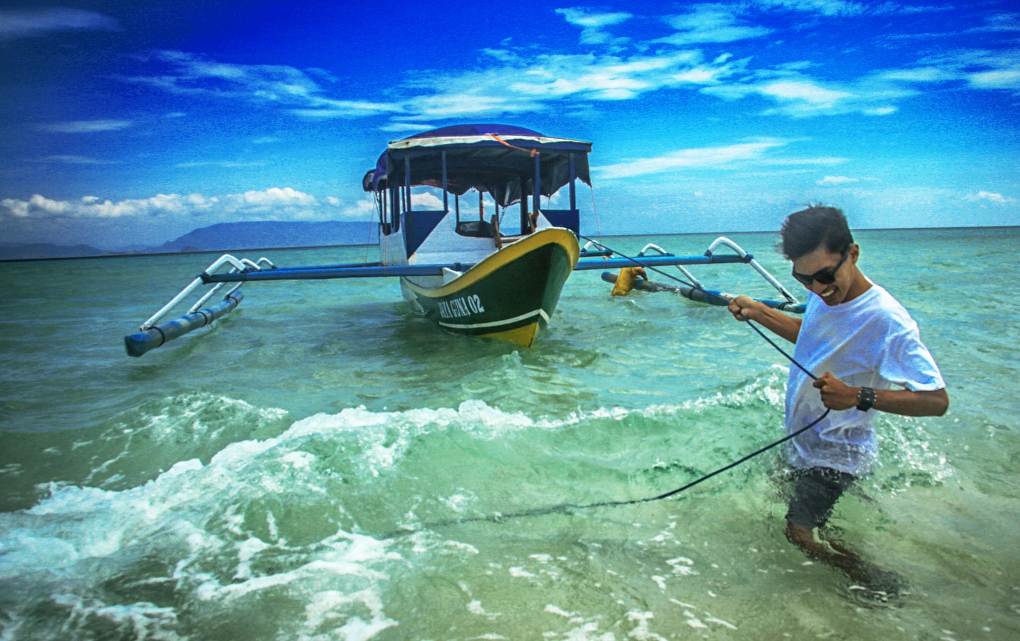 GILI KAPAL LOMBOK ISLAND INDONESIA by abhiechitroredjo