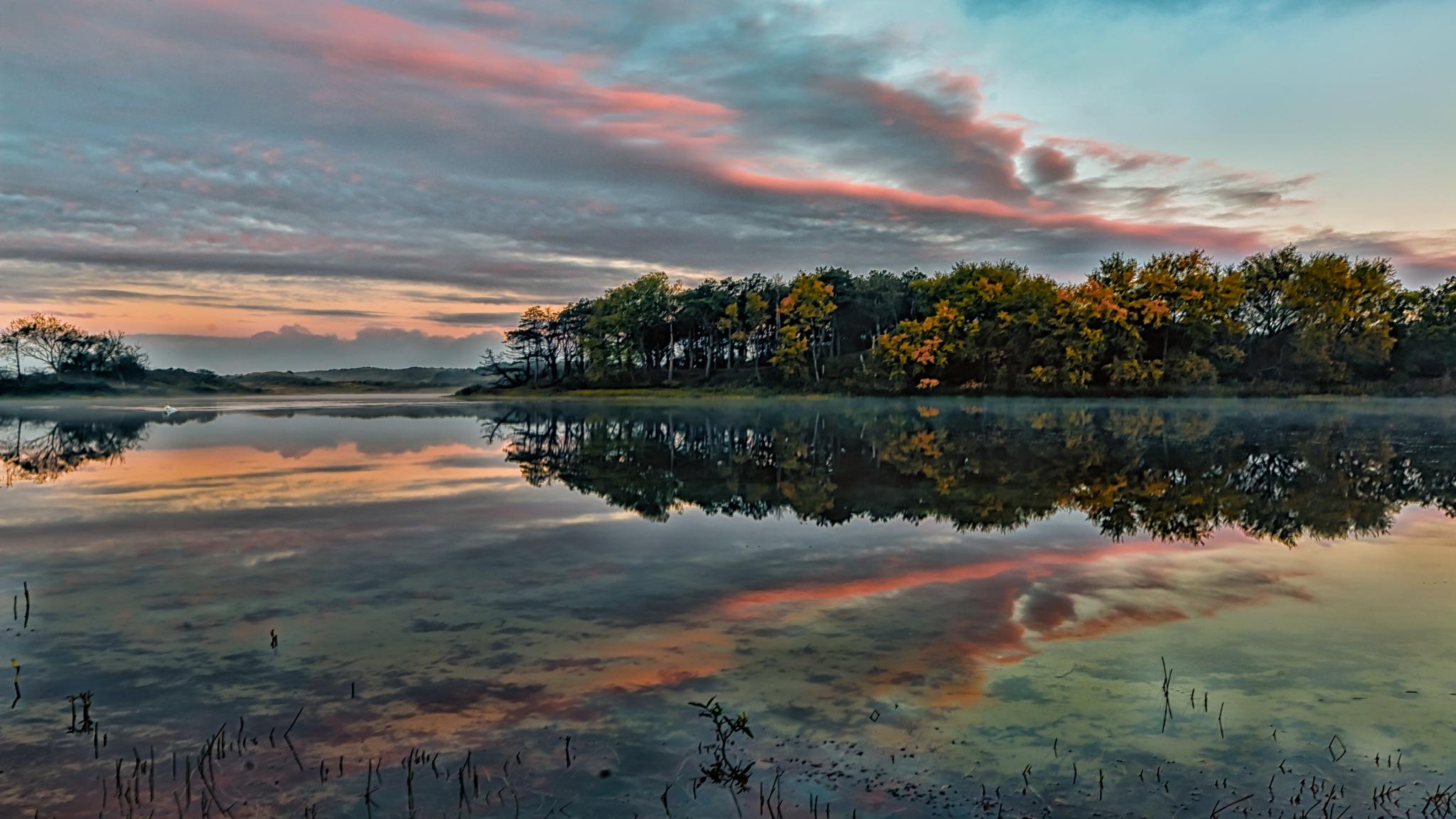 Autumn morning at the lake by FerdinandMul