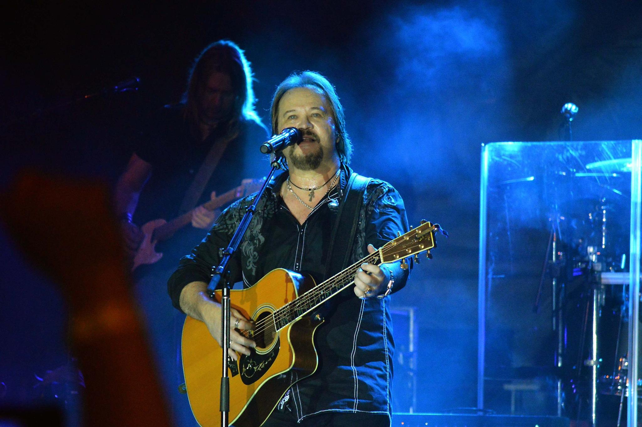 Travis Tritt Concert by Dave Sesher