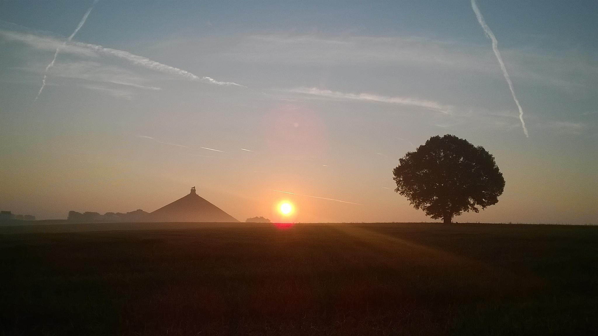 Lion's Mound in the morning by AvalonZone