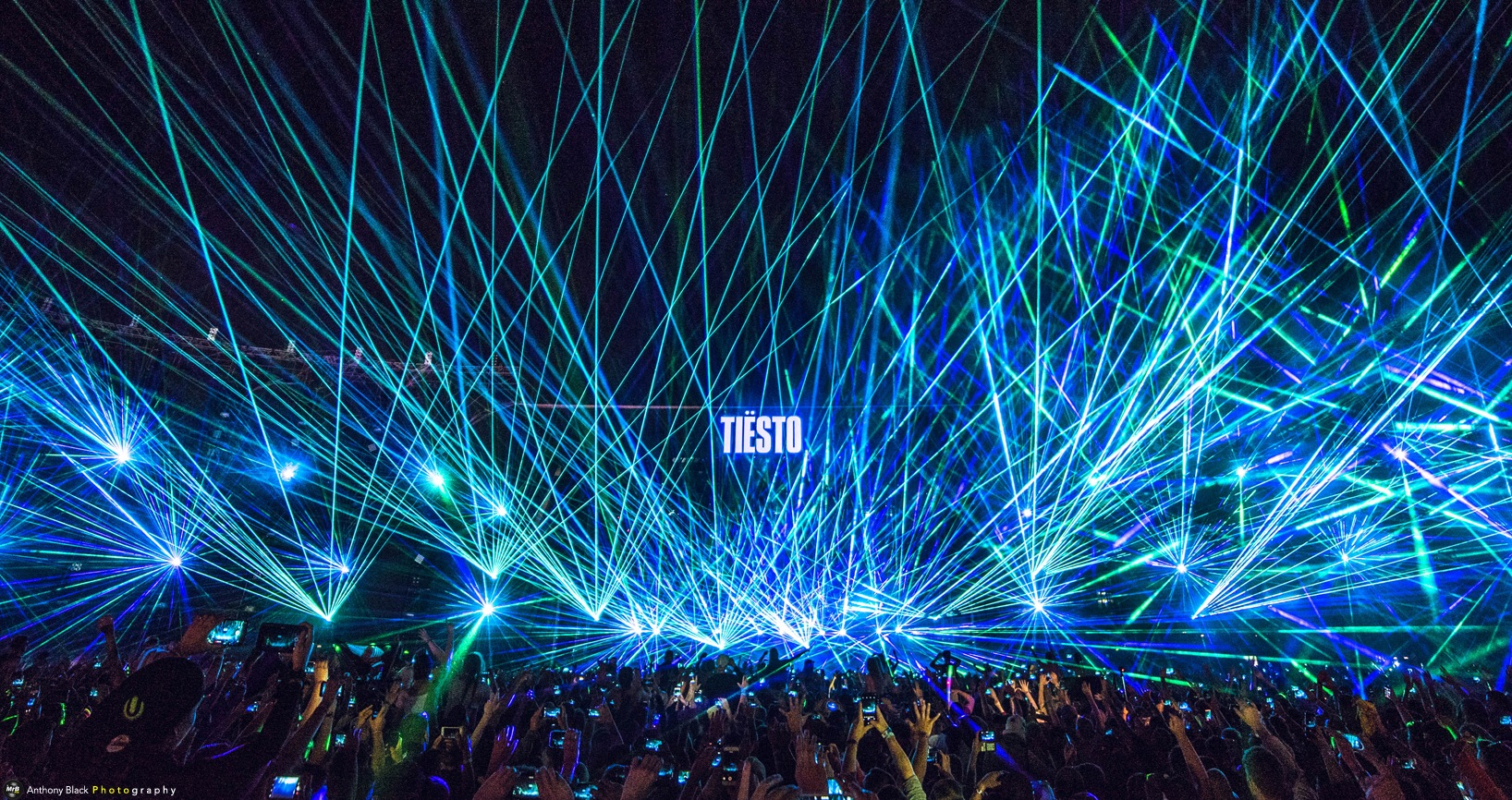 Lights & lasers for DJ Tiesto  by MrBpix