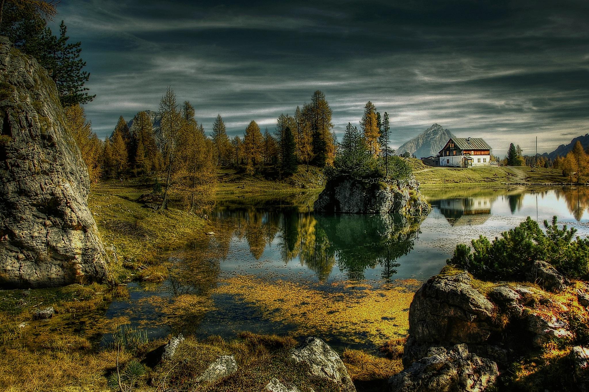 Photo in Landscape #bergsee #see #dolomiten #berge #alm #alpen #italien #hütte
