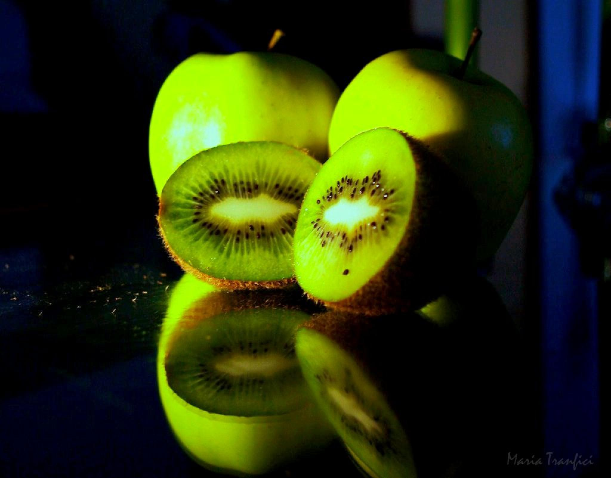 Green apples and kiwi by Maria Tranfici