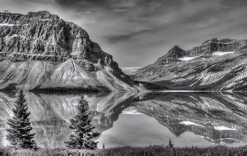 Bow lake by MadeleineGuenette