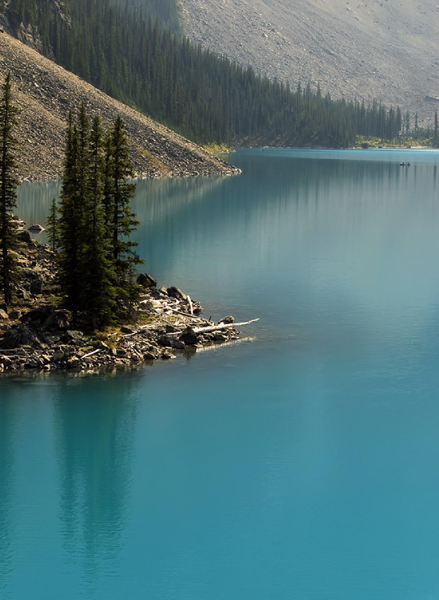 Moraine lake by MadeleineGuenette