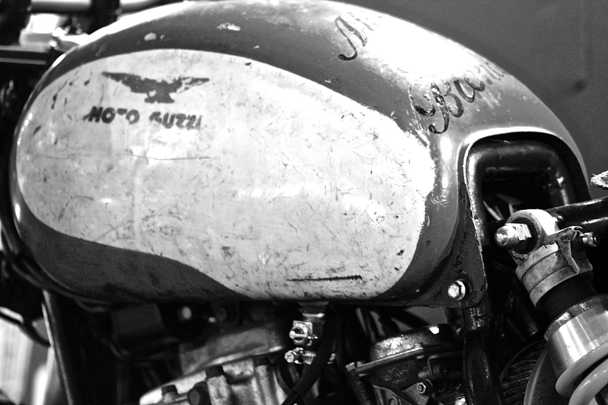 Moto Guzzi by Owiba Riccardo Faini
