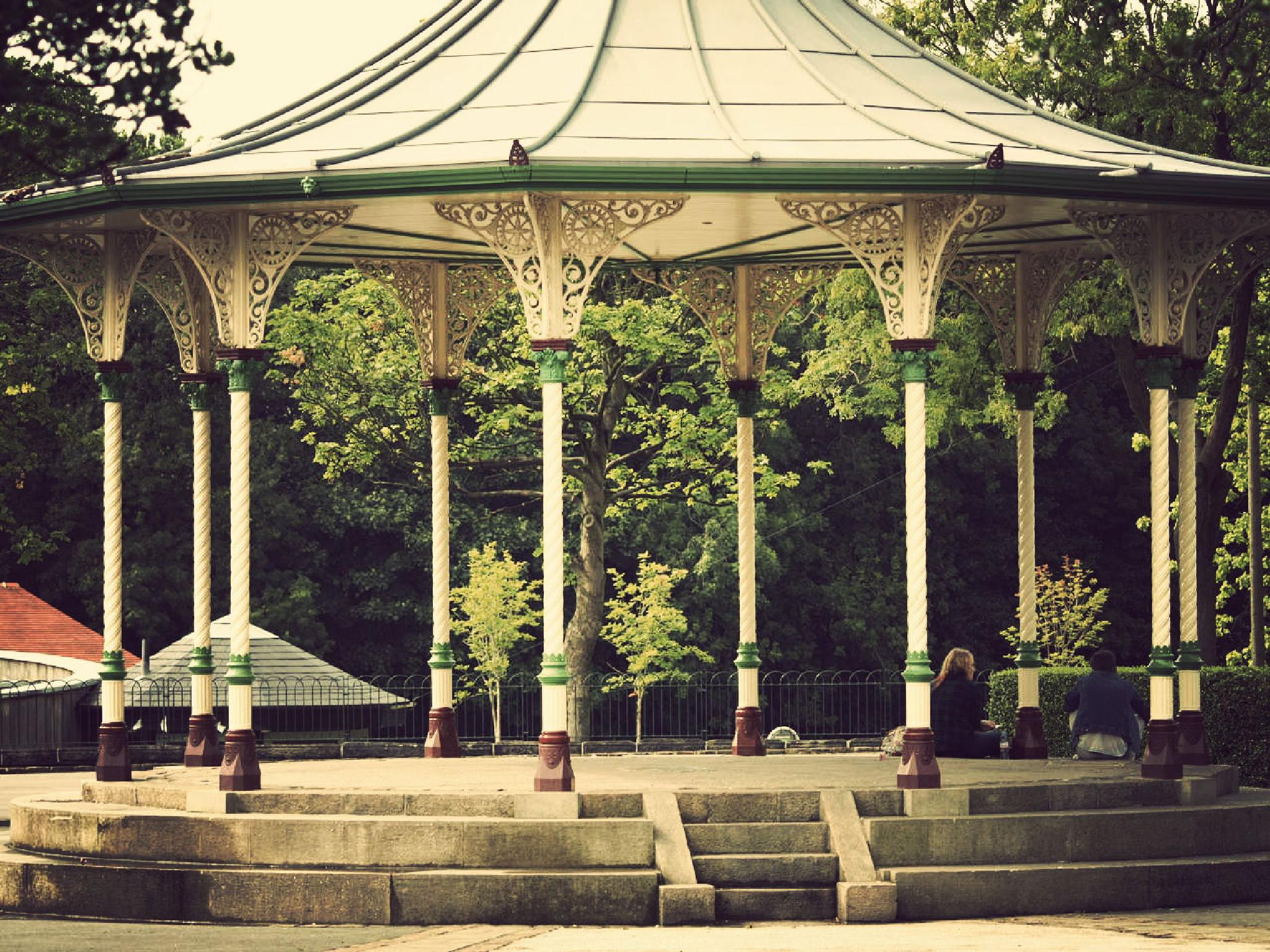 Victorian bandstand by Happy Snapper