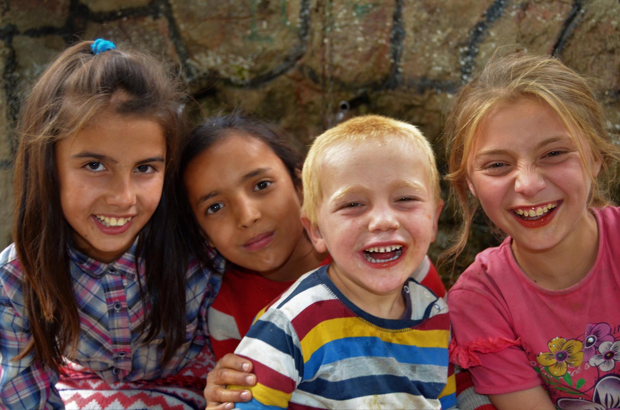 renkli gülüşler by Zeki Durak