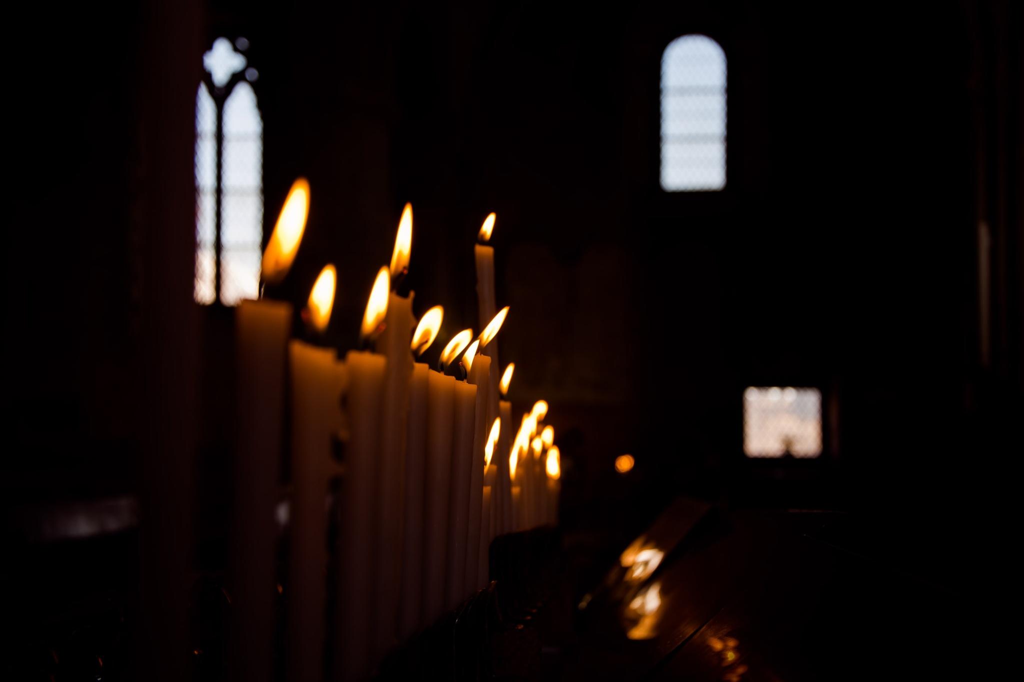 candele sul sacrato by Luca Freni