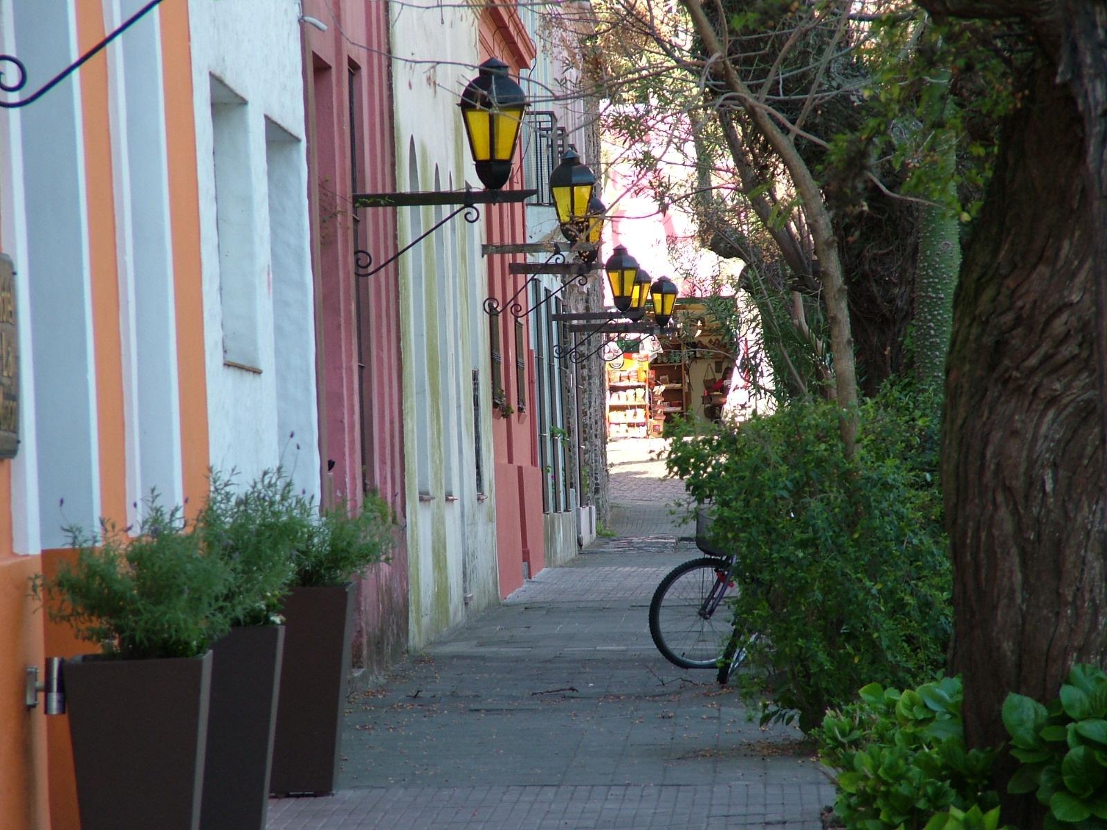 Colonia, Uruguay by Manuel Villanueva