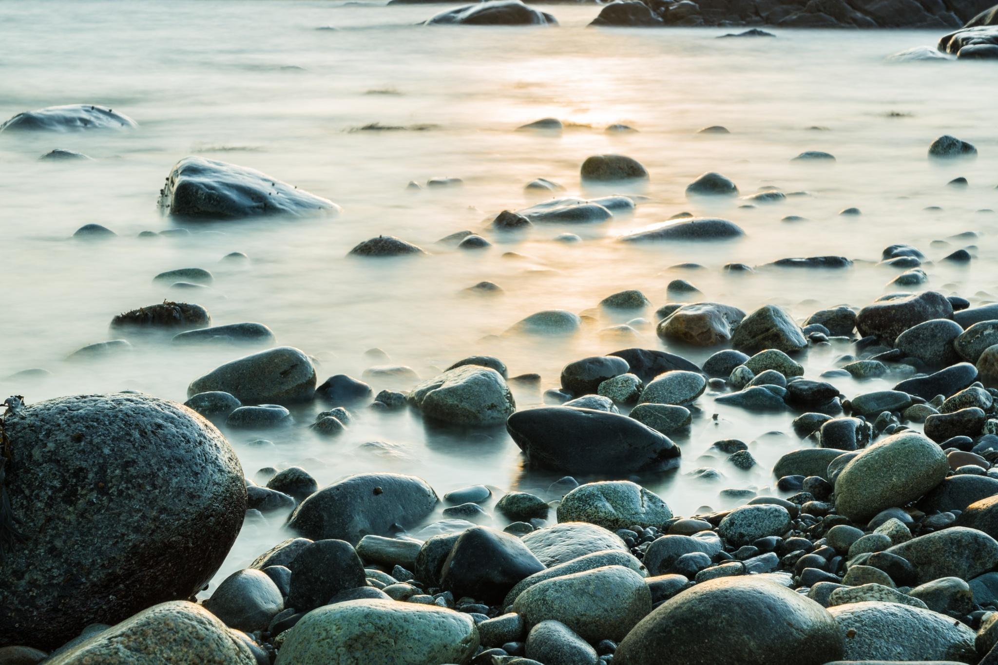 Rocks in sunset by Tormod Lindoe
