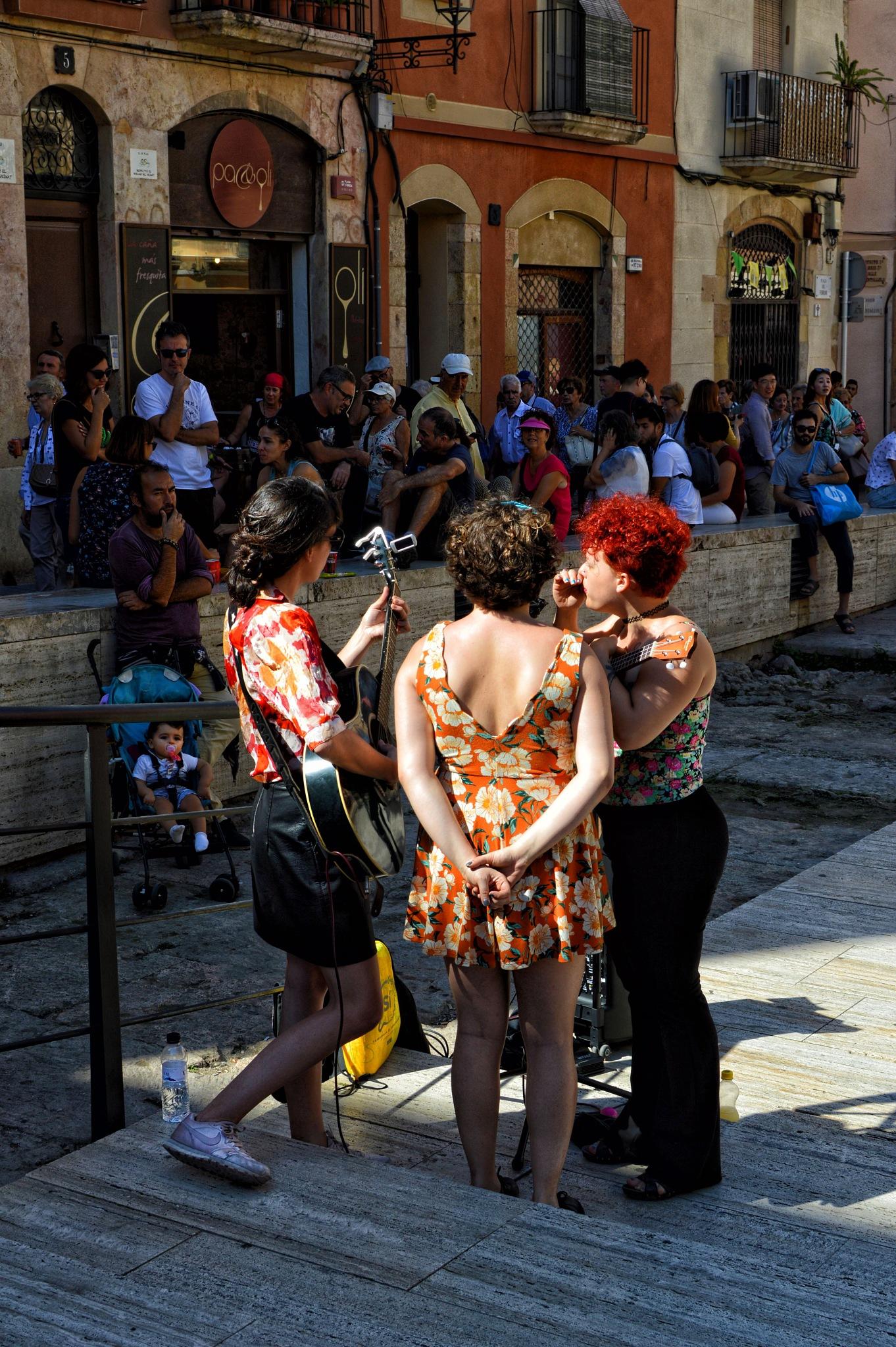 Photo in Street Photography #tarragona #cataluña #españa #triomusical #actuacción #ciudad #gente #artista #contraluz #artistas