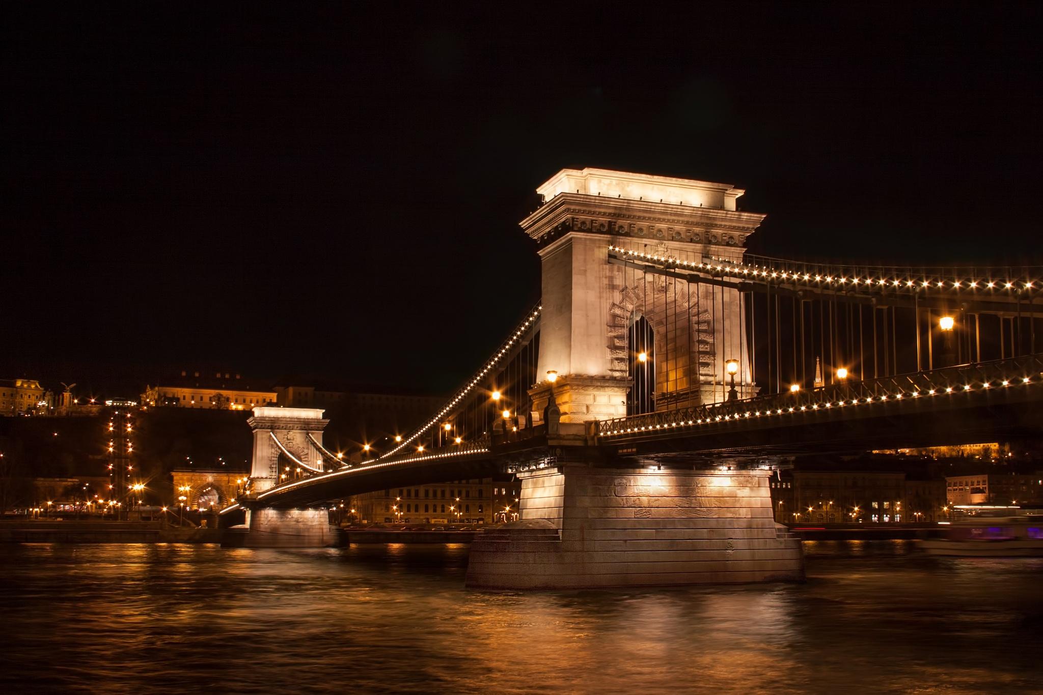 Chain Bridge Budapest by Bobjb