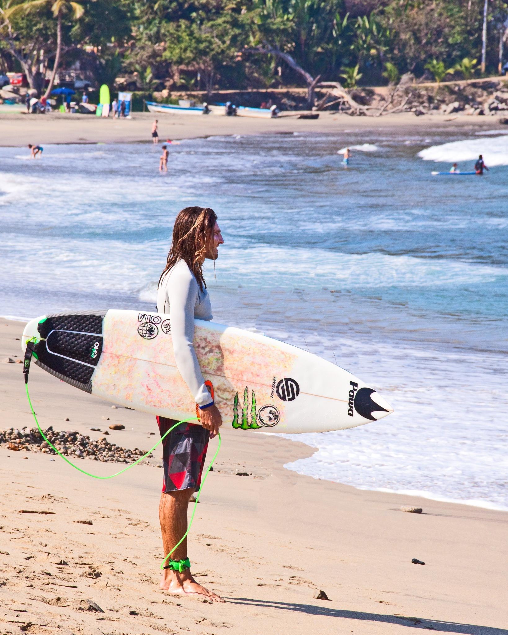 Checking the Surf by Bobjb