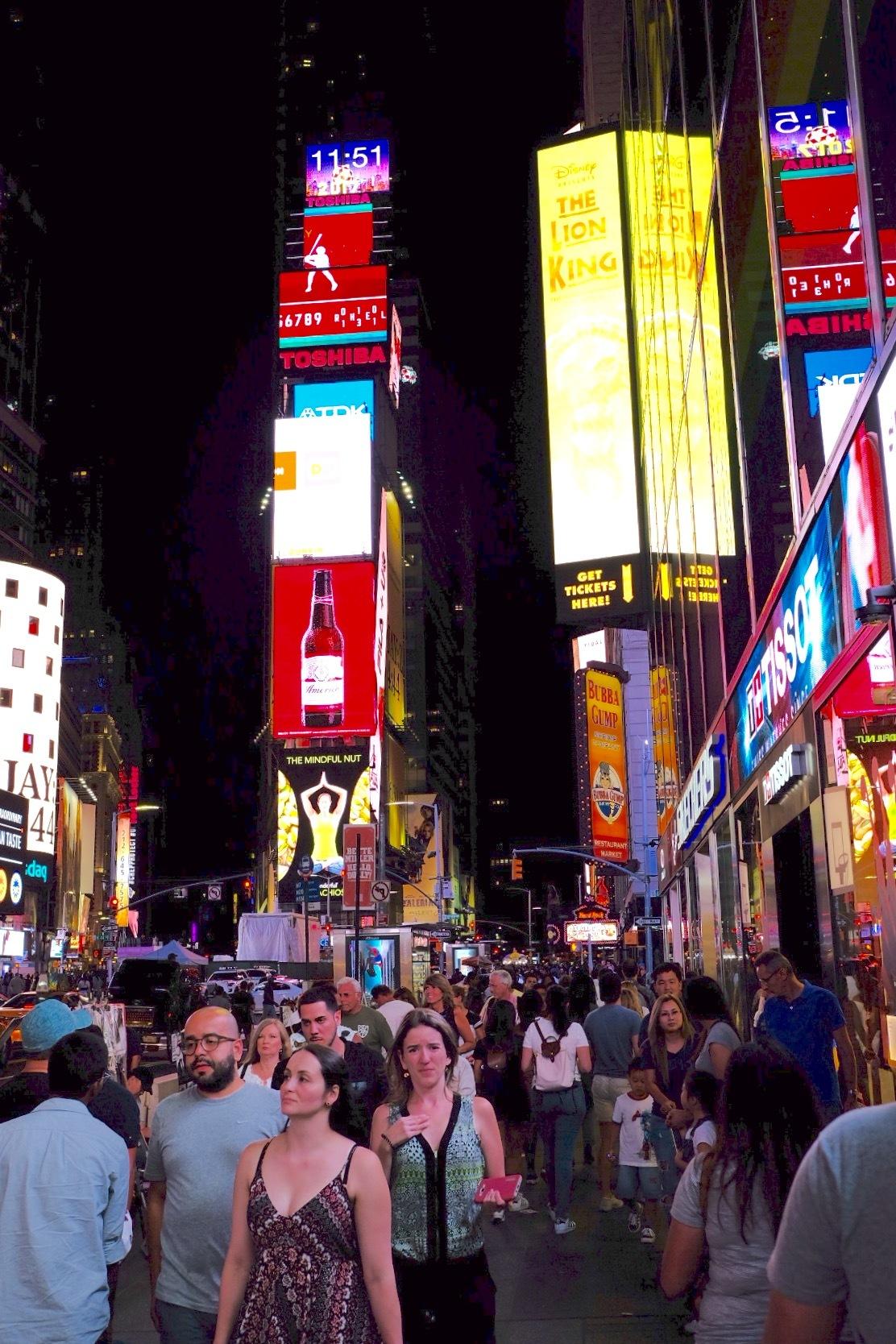 NYC Crowd by Daggy