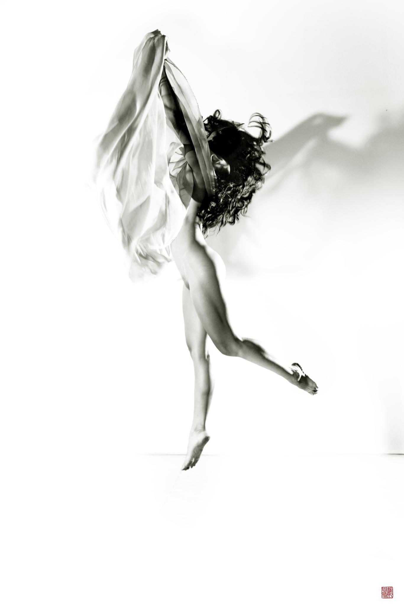 Movement 11 by delmotte