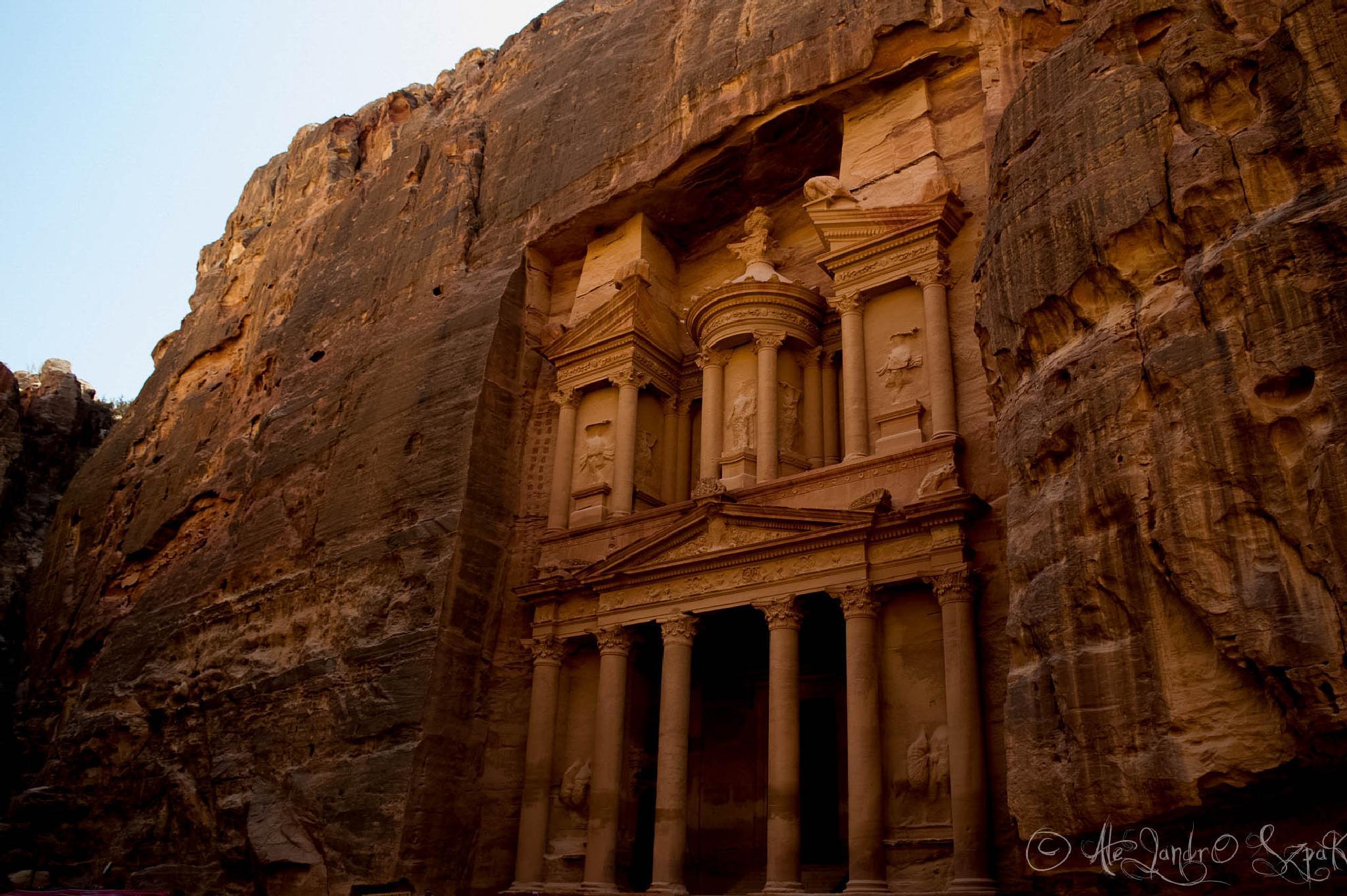 Al Khazneh, Petra by Alejandro Szpak