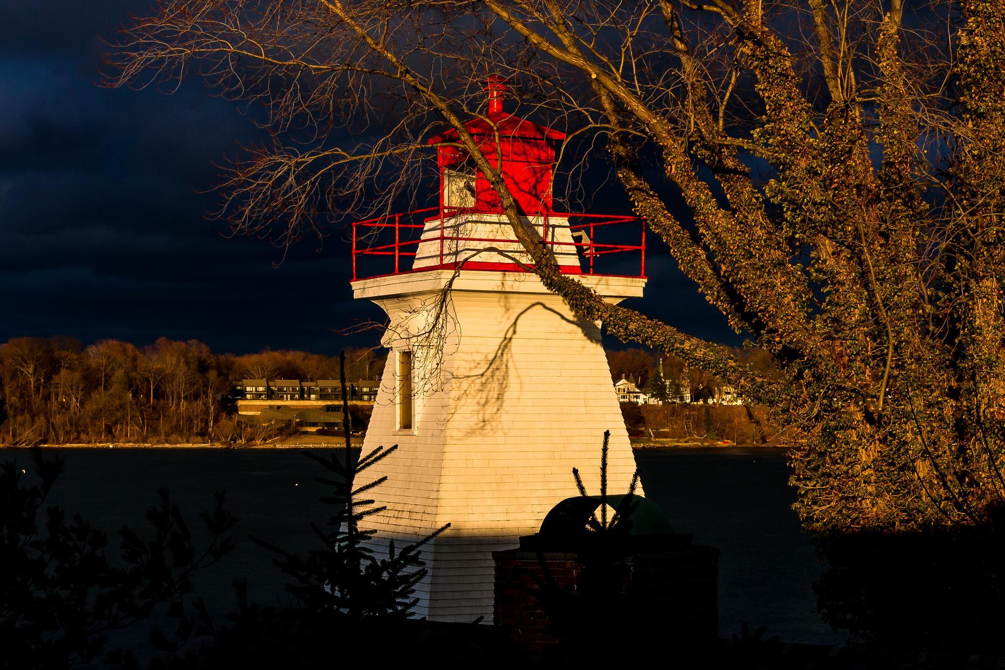 The Pump House Lighthouse by stephenhops