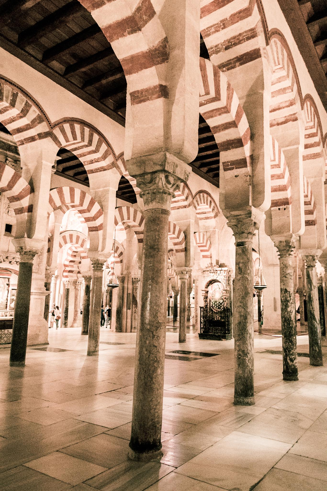 La Mezquita -Arches by stephenhops