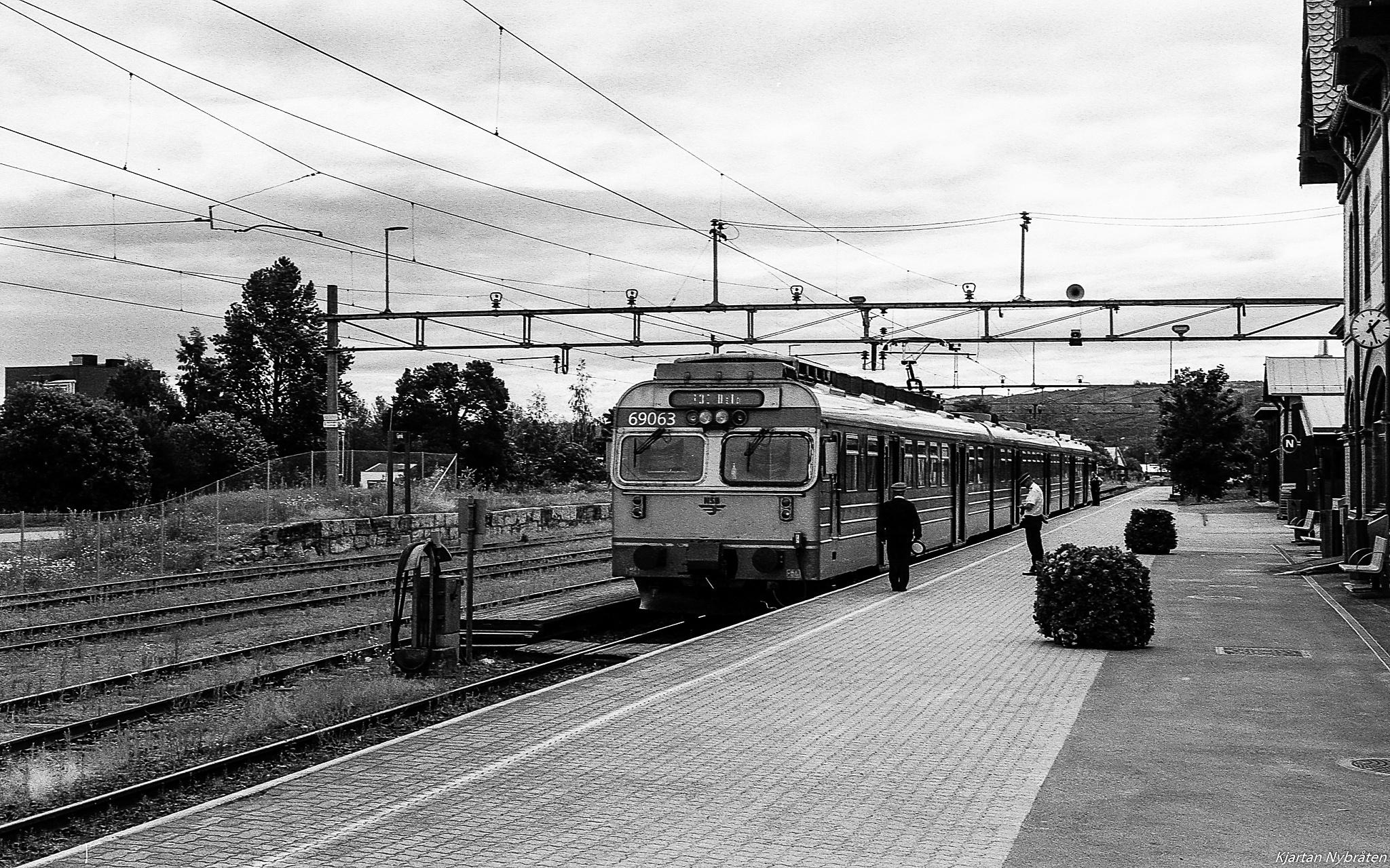 An old train by Kjartan
