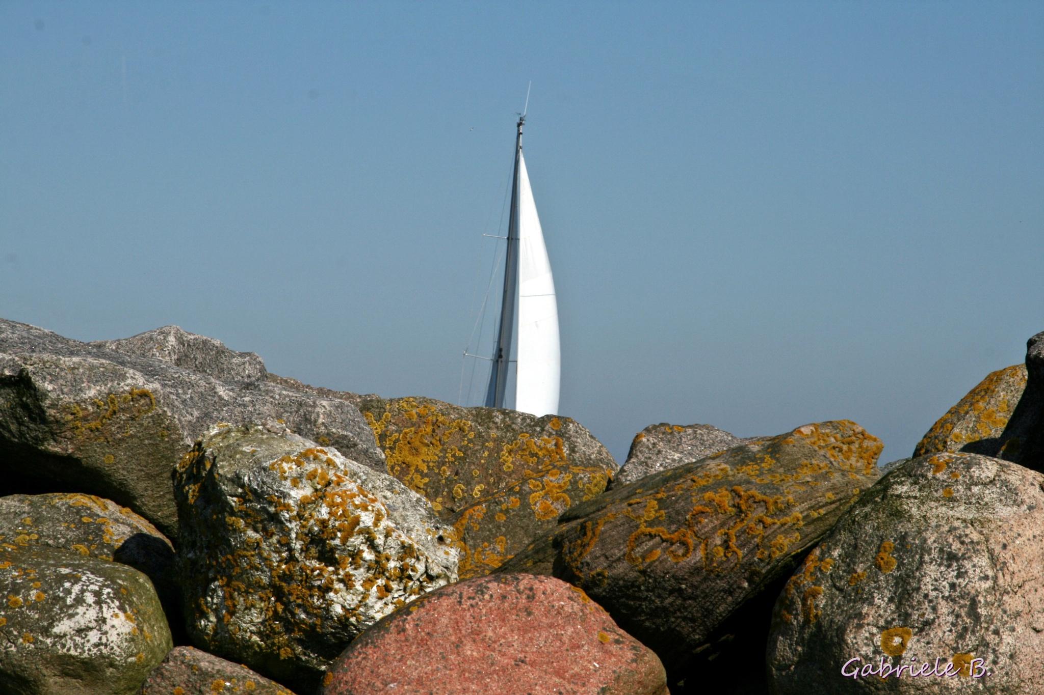 Sail behind the rocks by gabrielehelenebittner