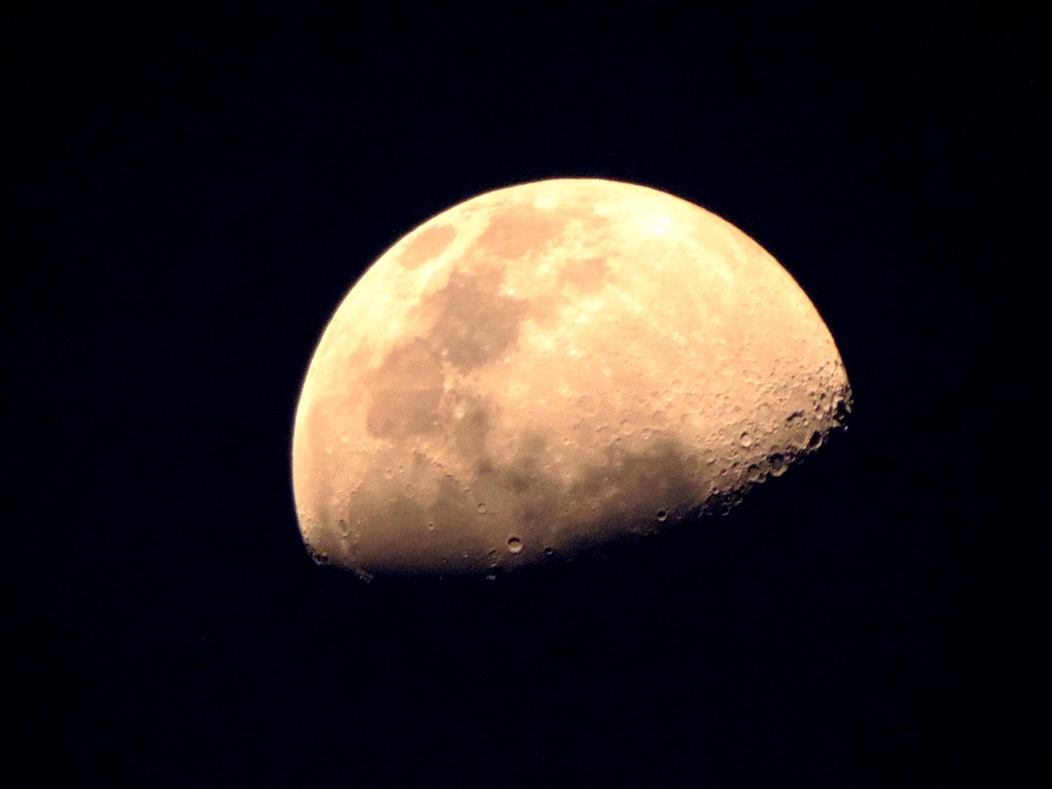Moon in Black by Waldryano RJ