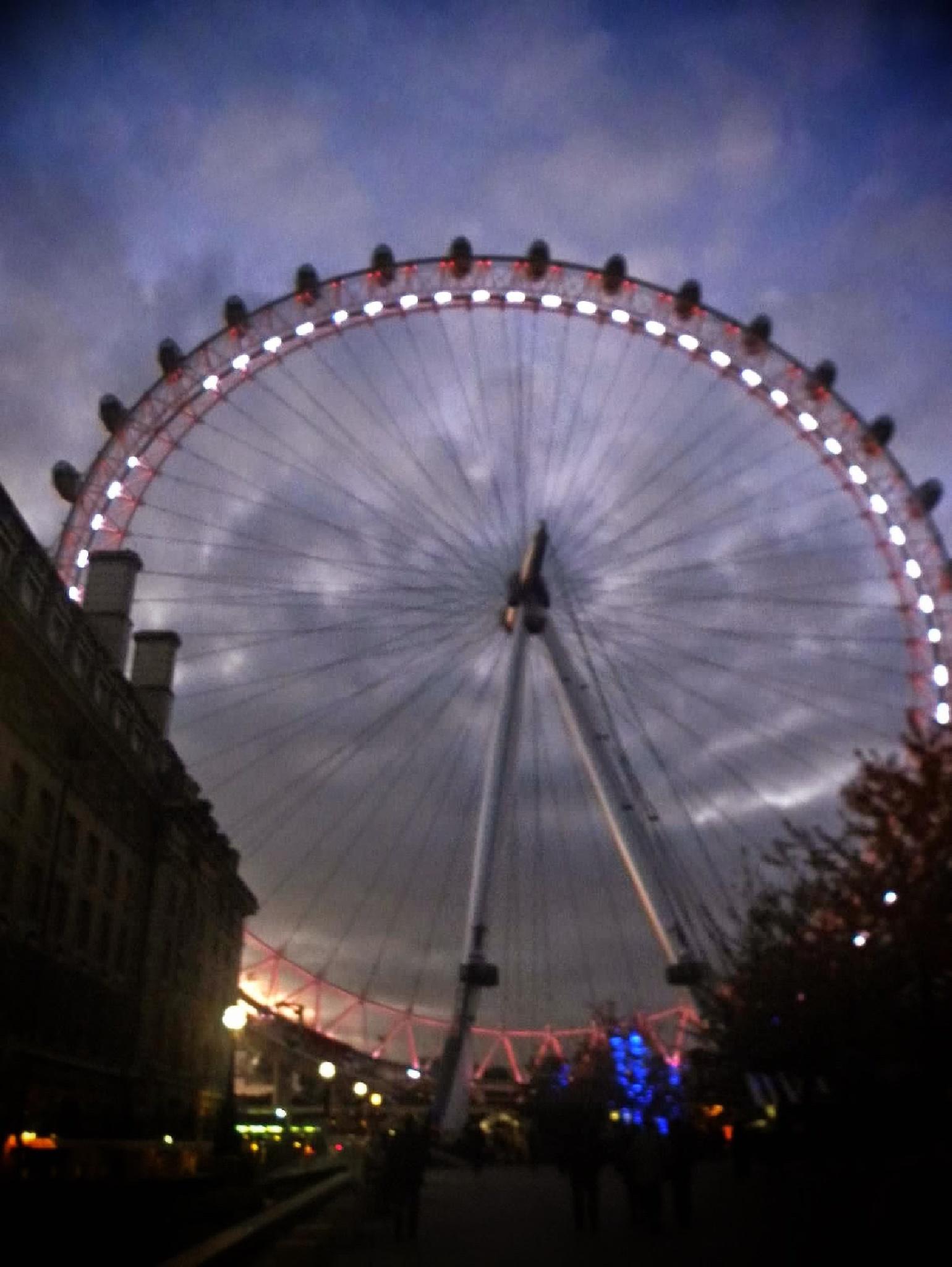 Sunset at London Eye  by marinna67
