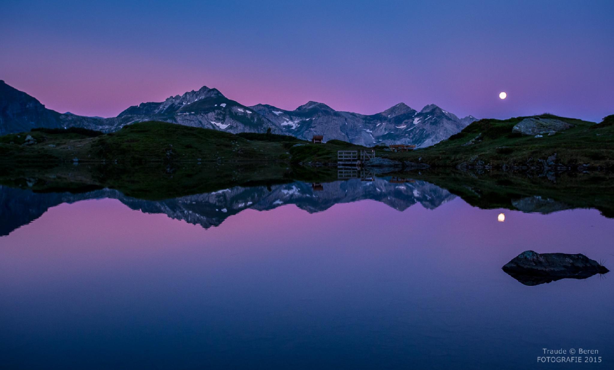 Morgenstunde am Krummschnabelsee by Traude Beren