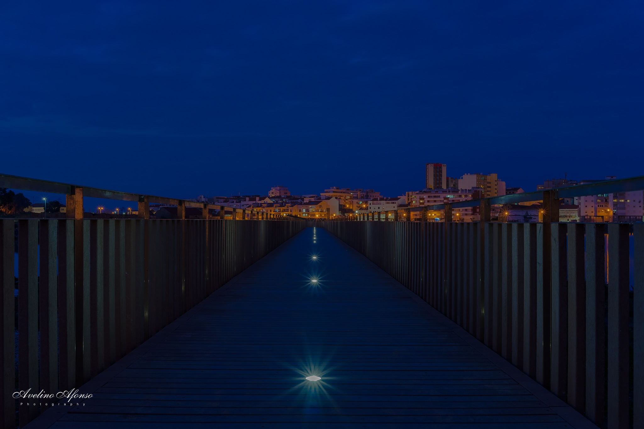 Passadiço by night by Avelino Afonso