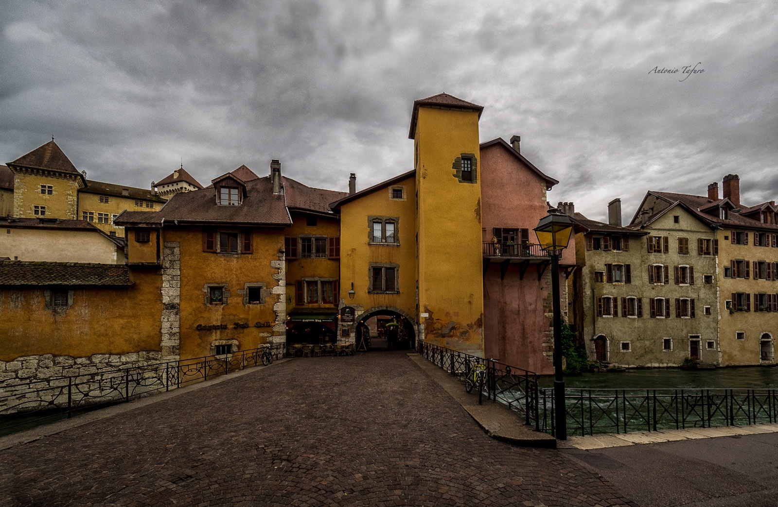 a glimpse of Annecy by Antonio Tafuro