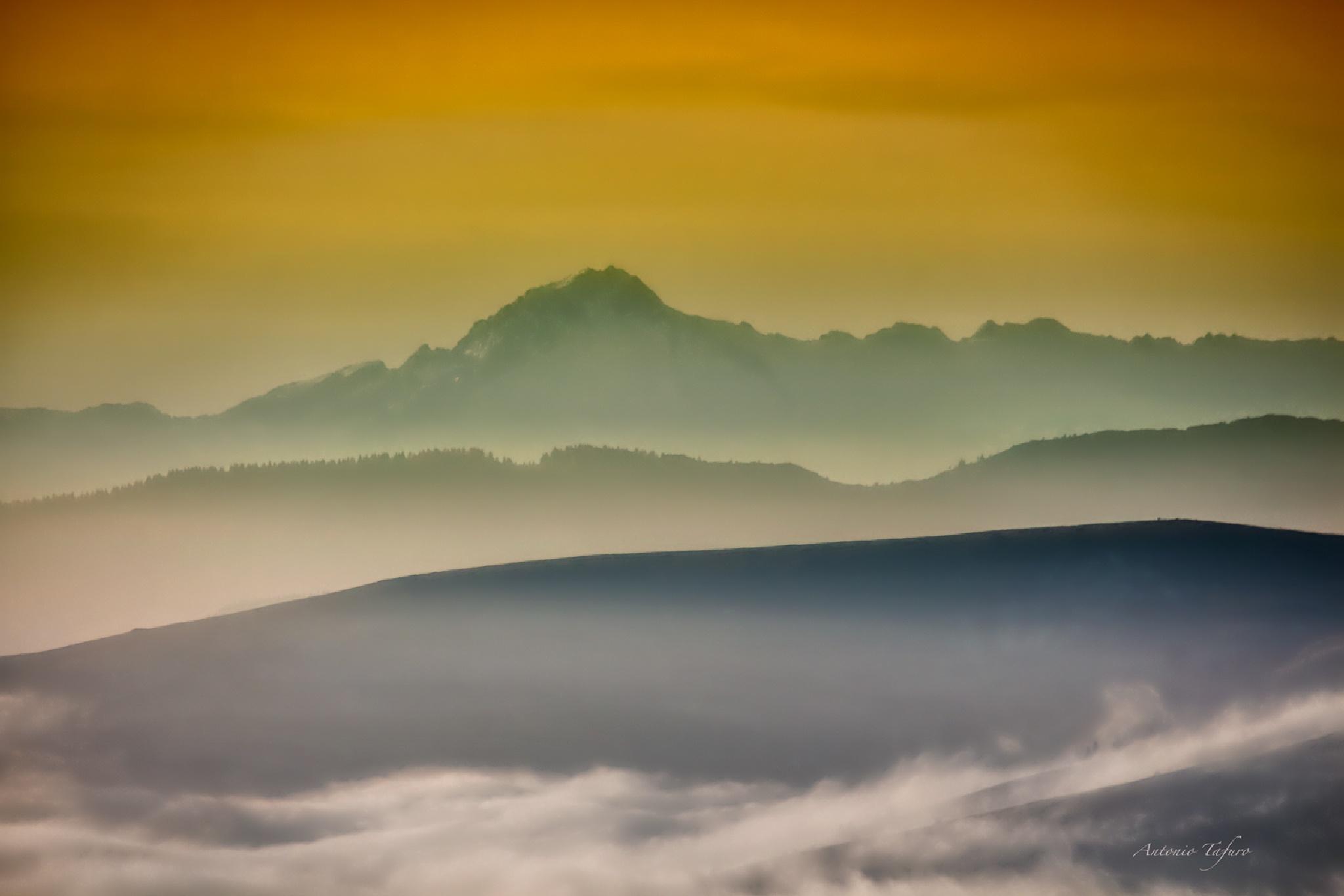 Mountain sunset by Antonio Tafuro