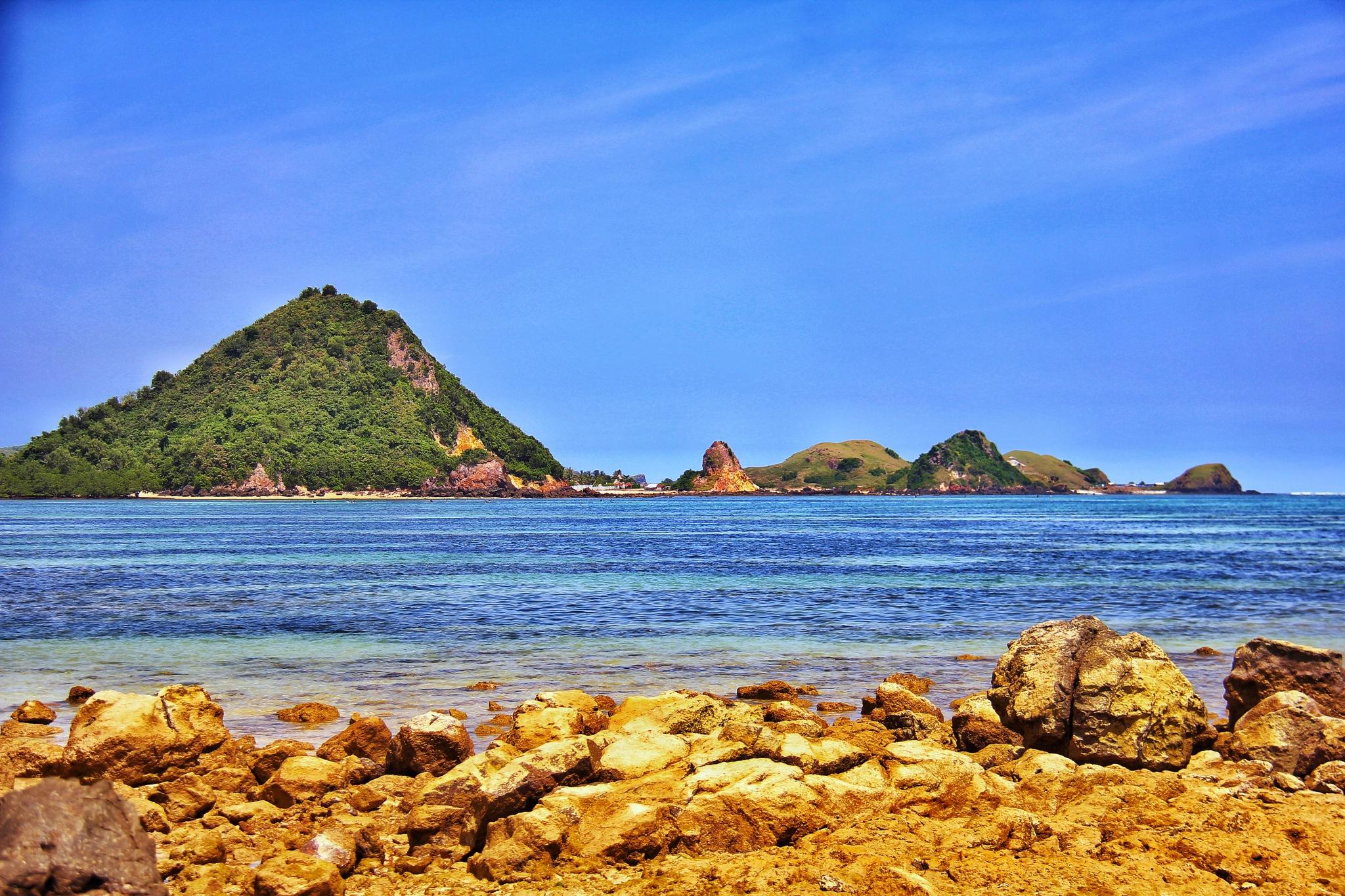 kute beach ,Lombok by Mutiara