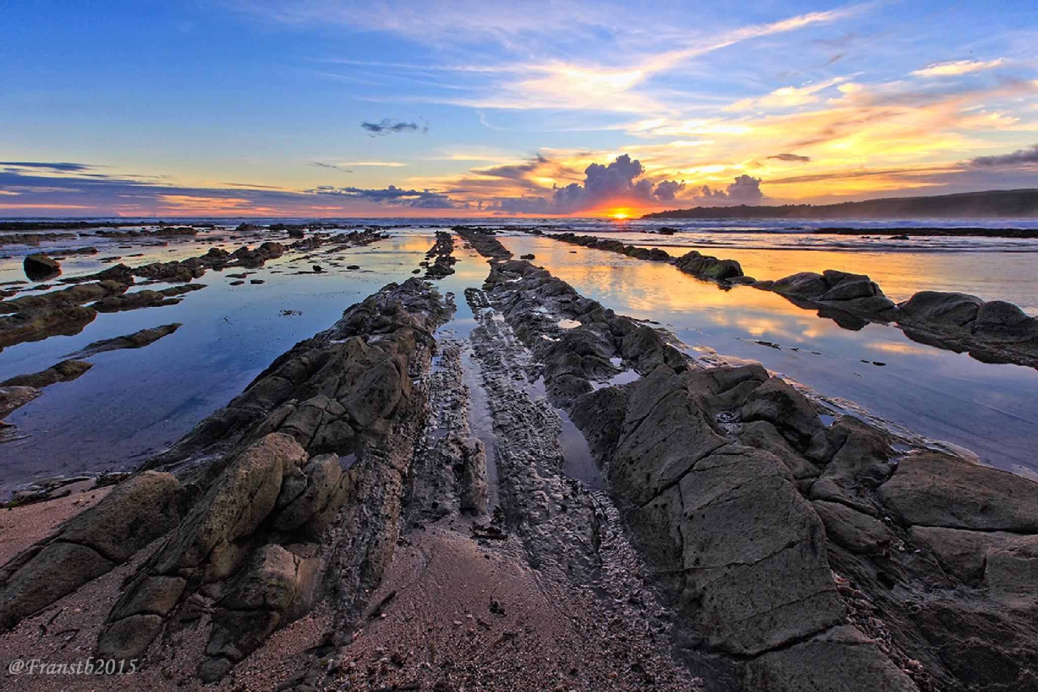 rock toward ocean by franshendrik Tambunan