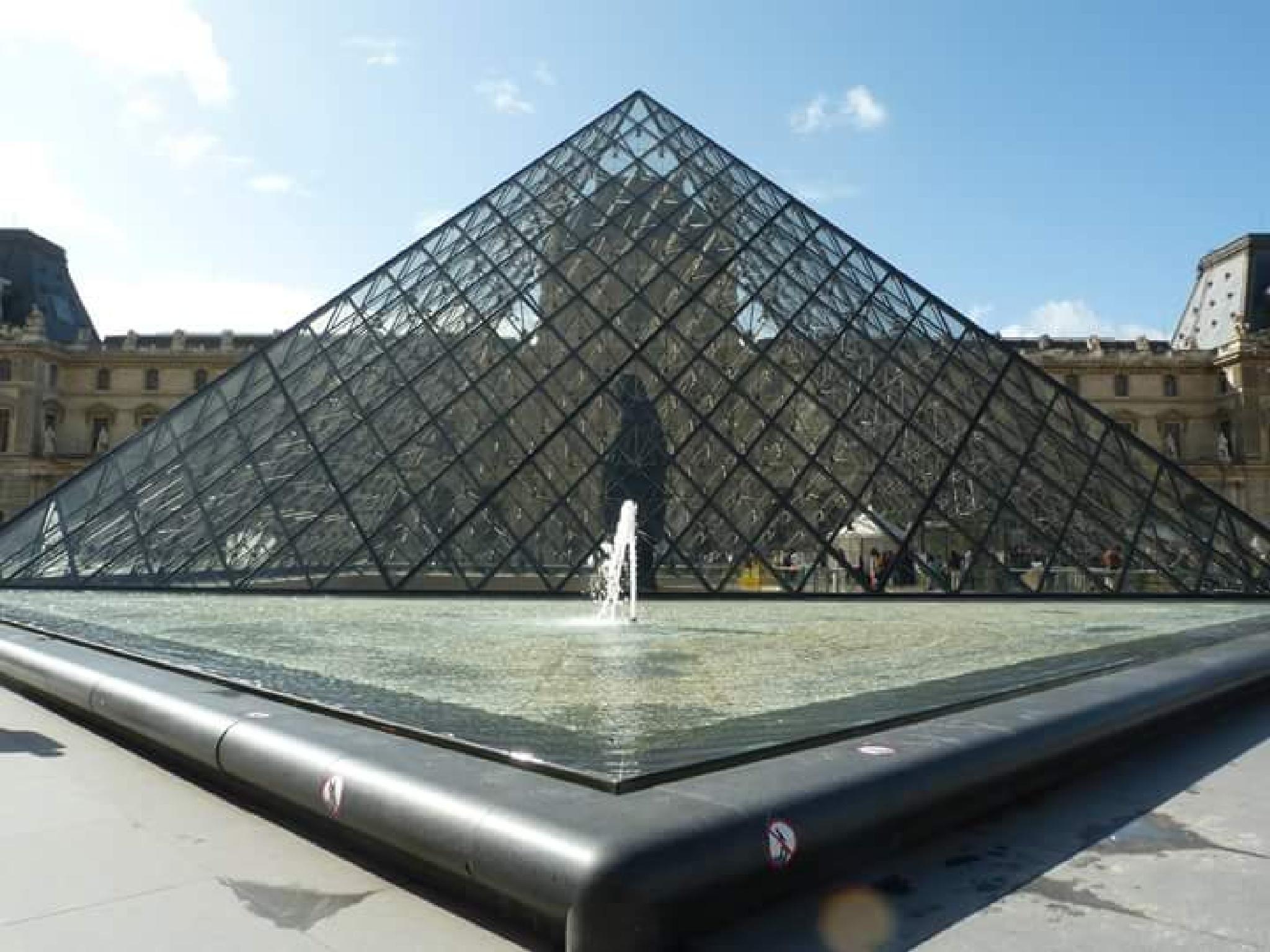 Louvre Museum. Entrance. by JoseGarrucho
