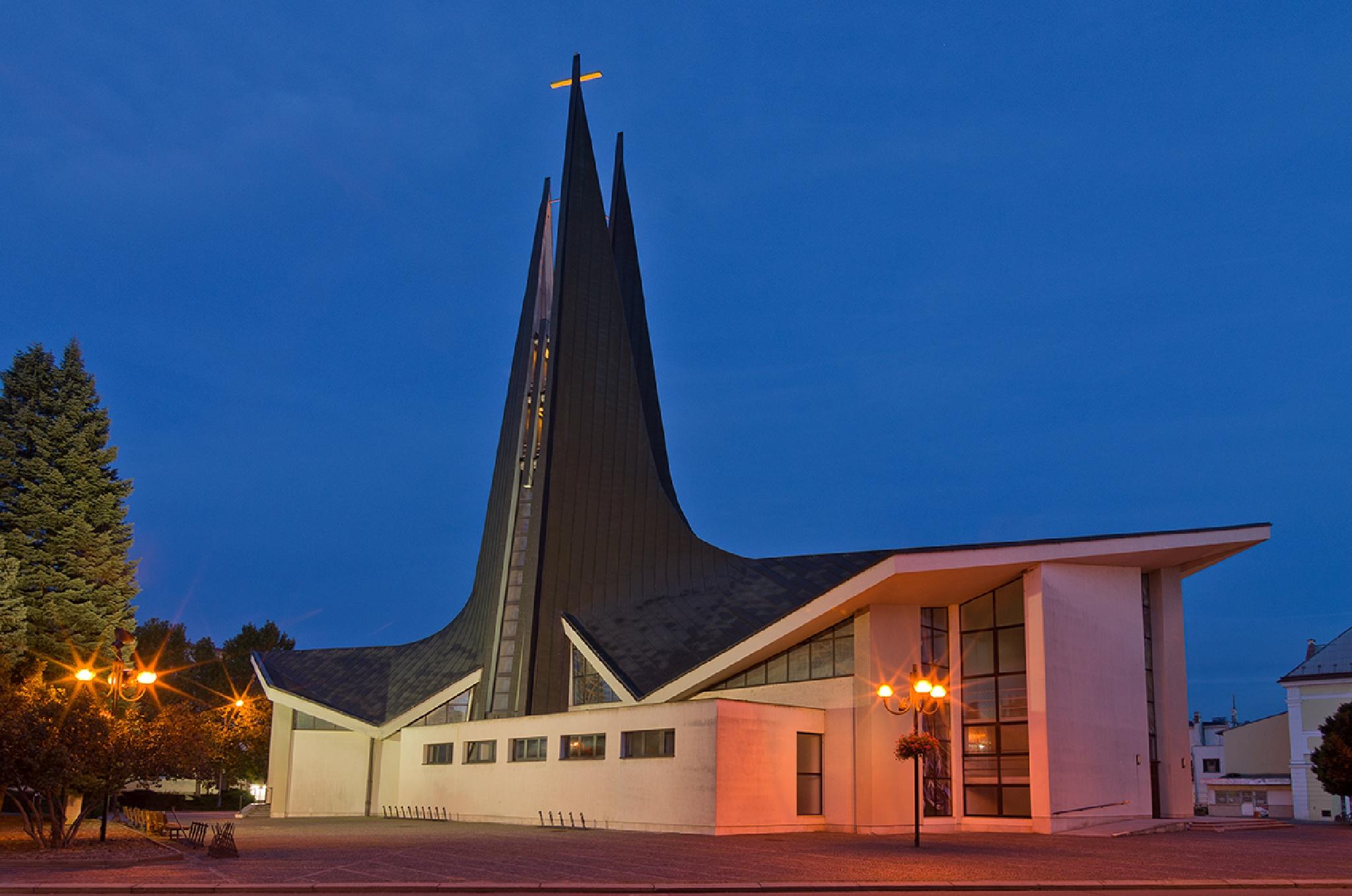 Modern church in Breclav by PetrS
